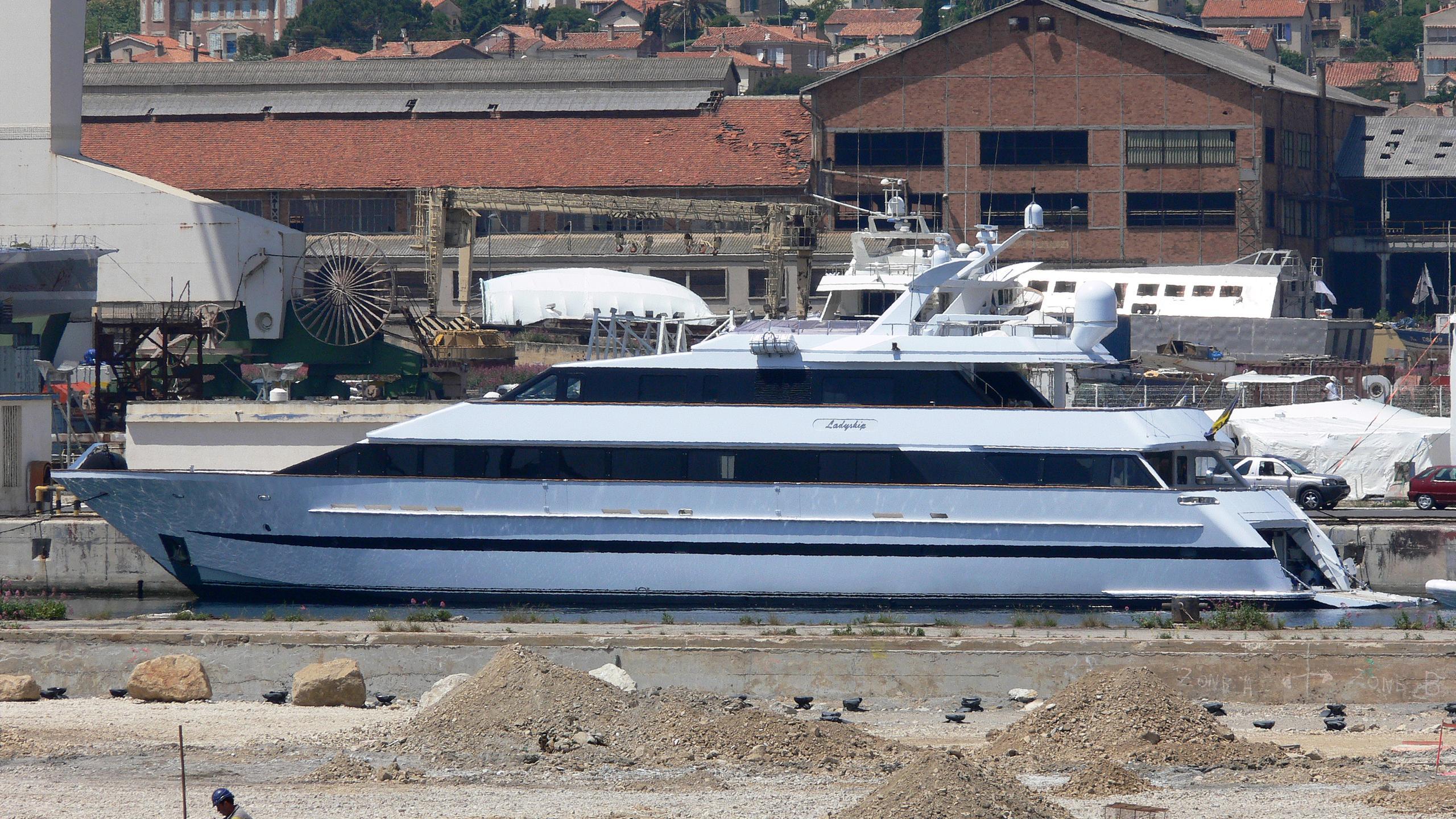 ladyship-yacht-exterior