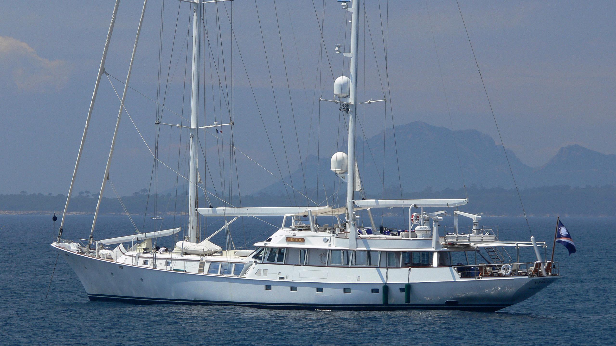 mikado-yacht-exterior