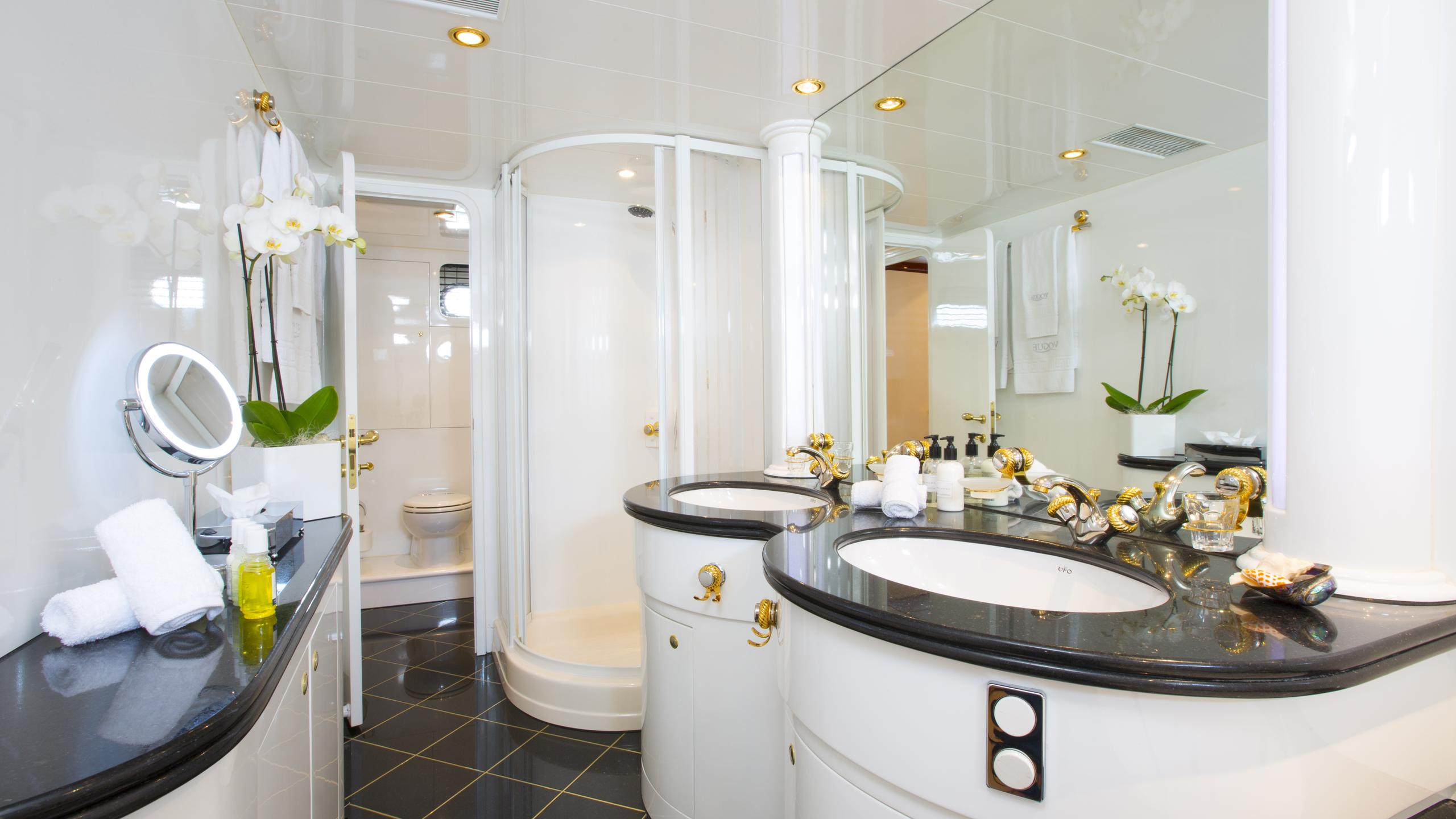 vogue-yacht-bathroom