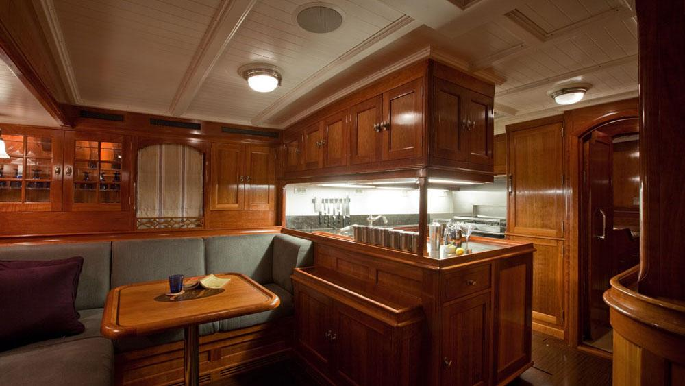 carl-linne-yacht-bar