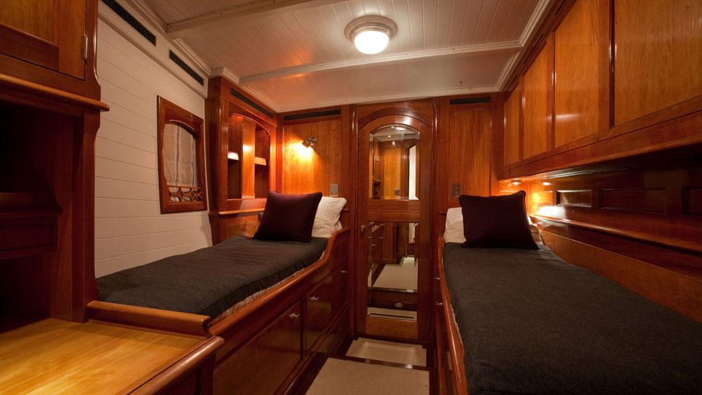 carl-linne-yacht-twin-cabin