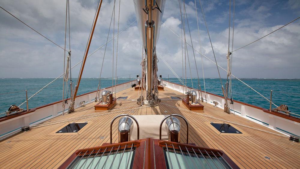 carl-linne-yacht-deck