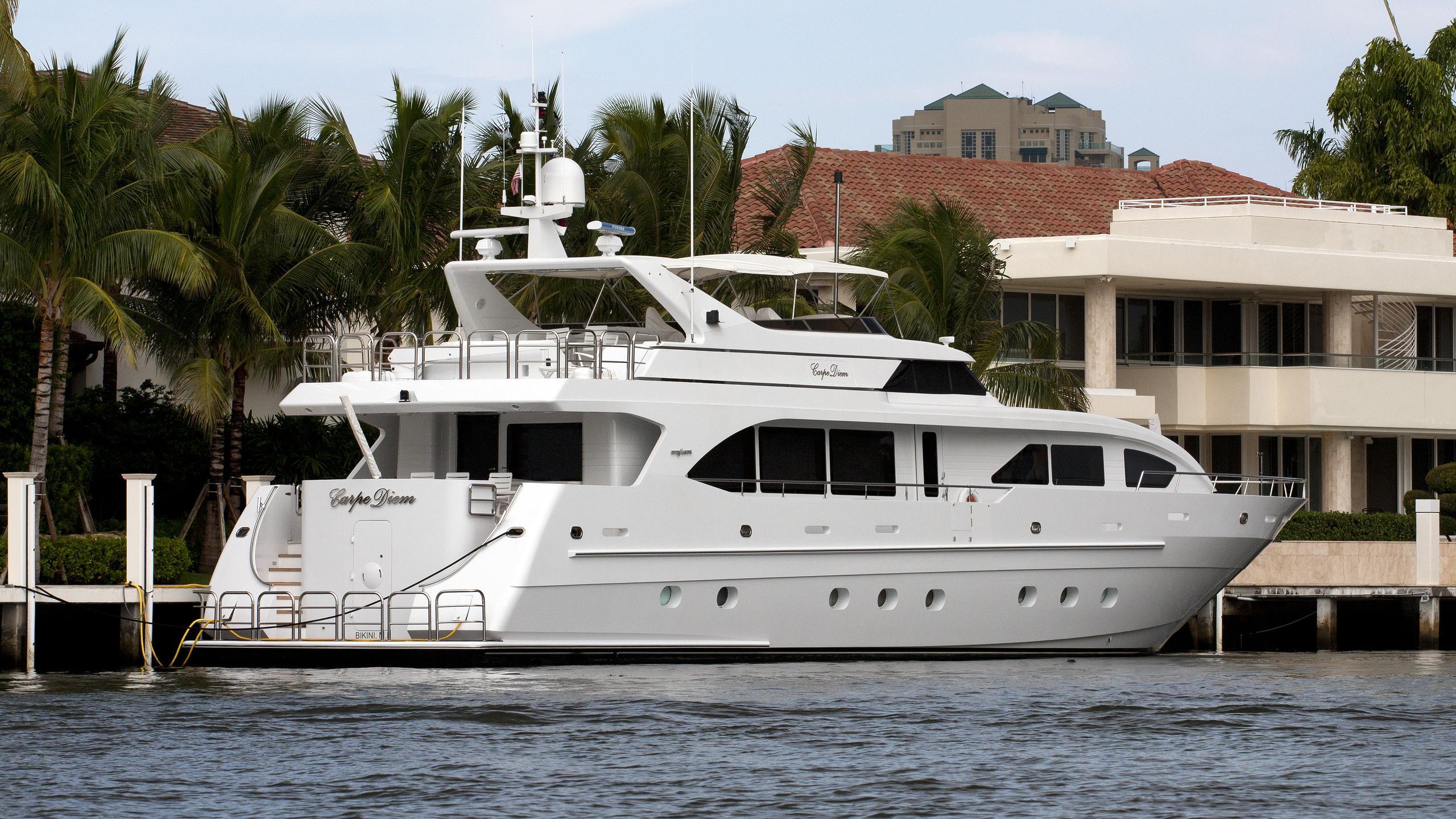 carpe-diem-yacht-exterior
