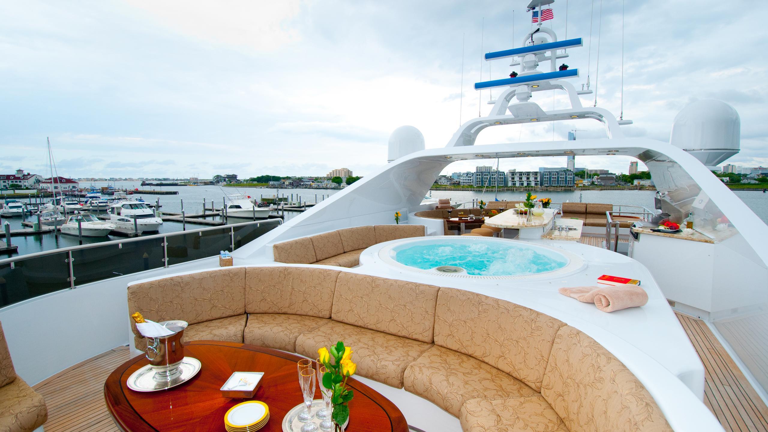 lady-m-yacht-sun-deck