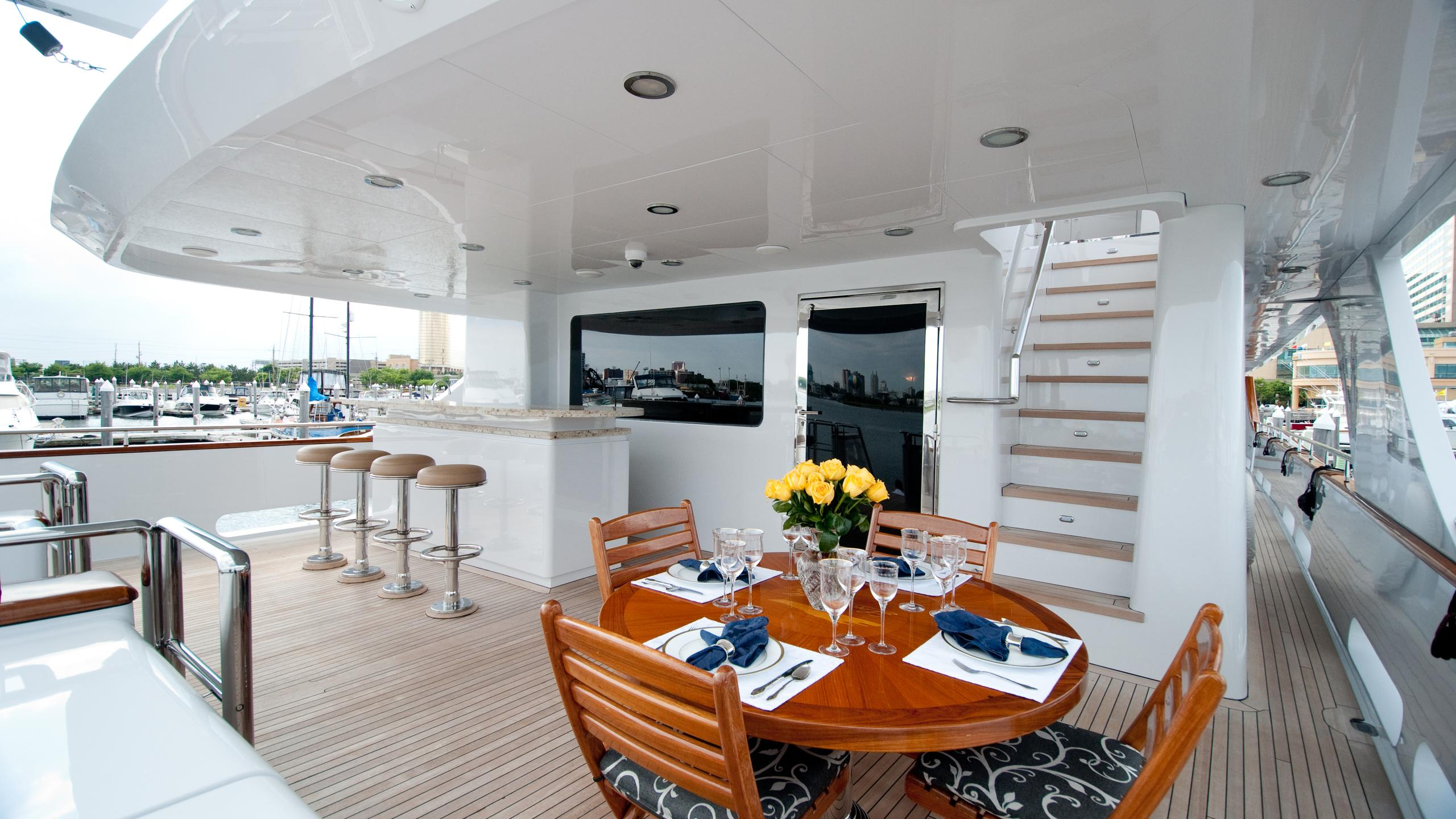 lady-m-yacht-aft-dining