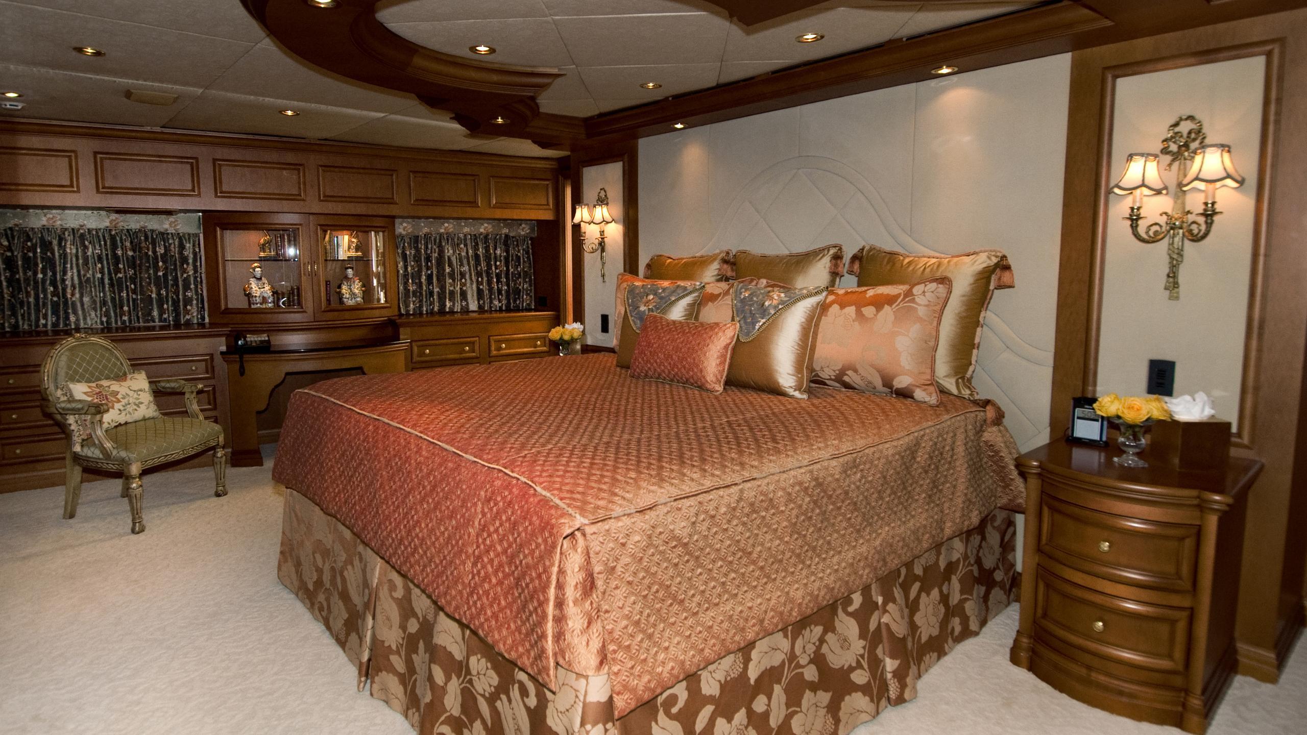 lady-m-yacht-master-cabin