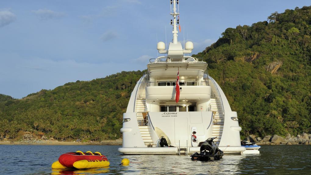 amoixa-yacht-stern