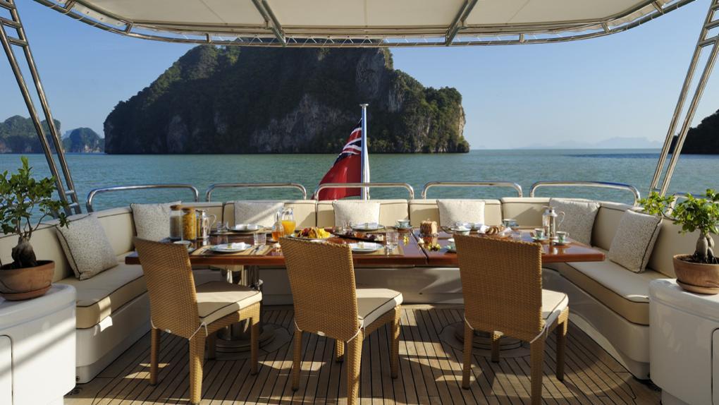 amoixa-yacht-aft-dining