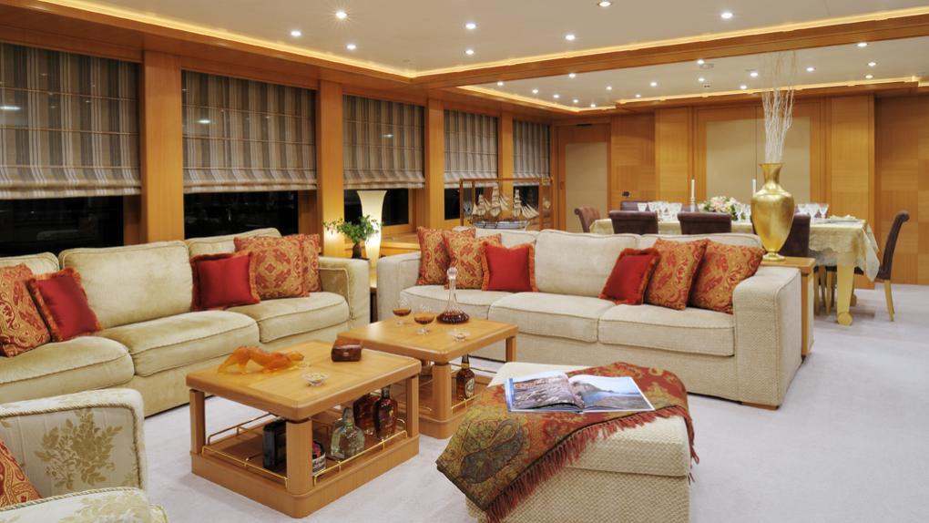 amoixa-yacht-saloon
