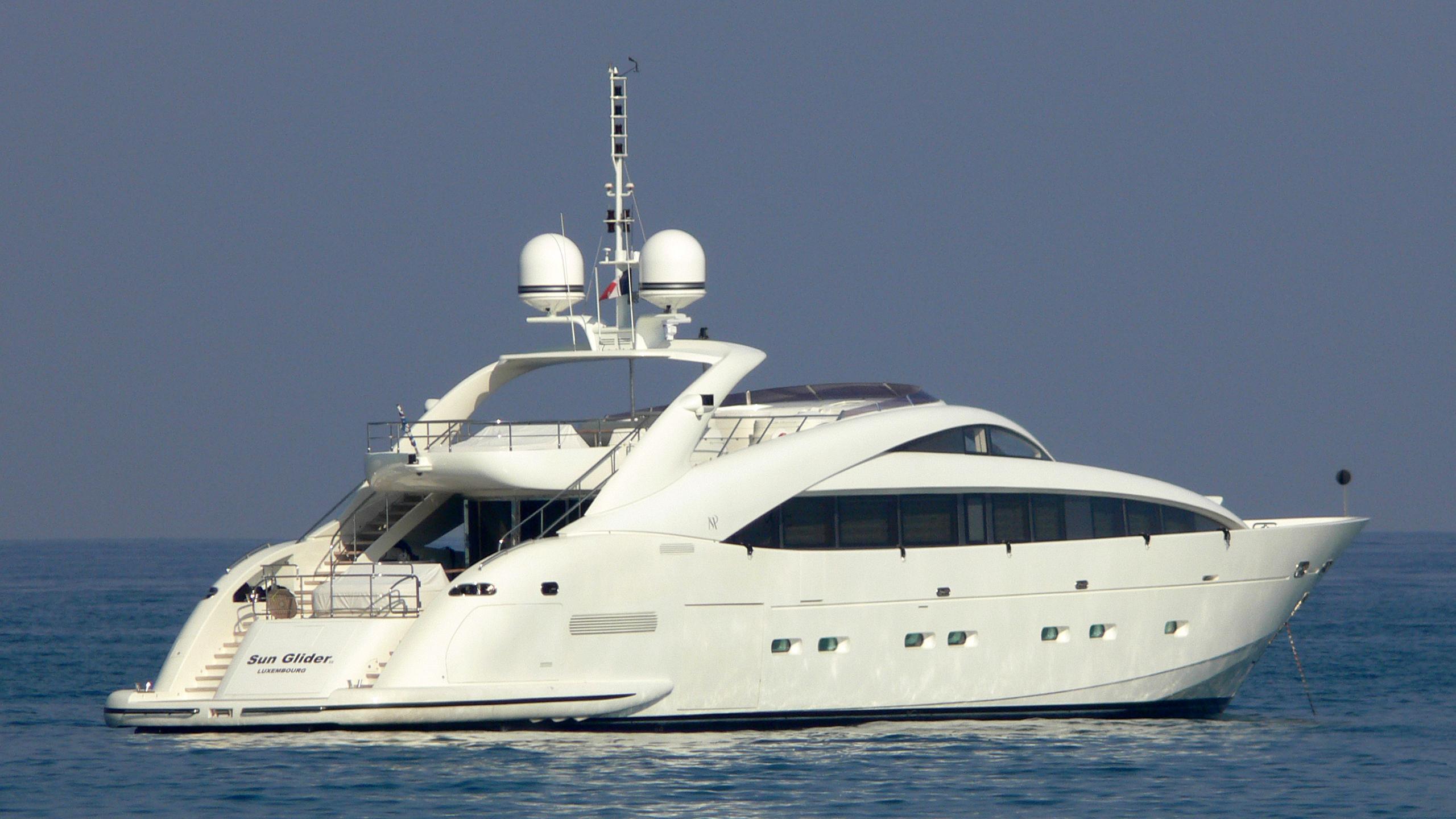sun-gilder-ii-yacht-exterior