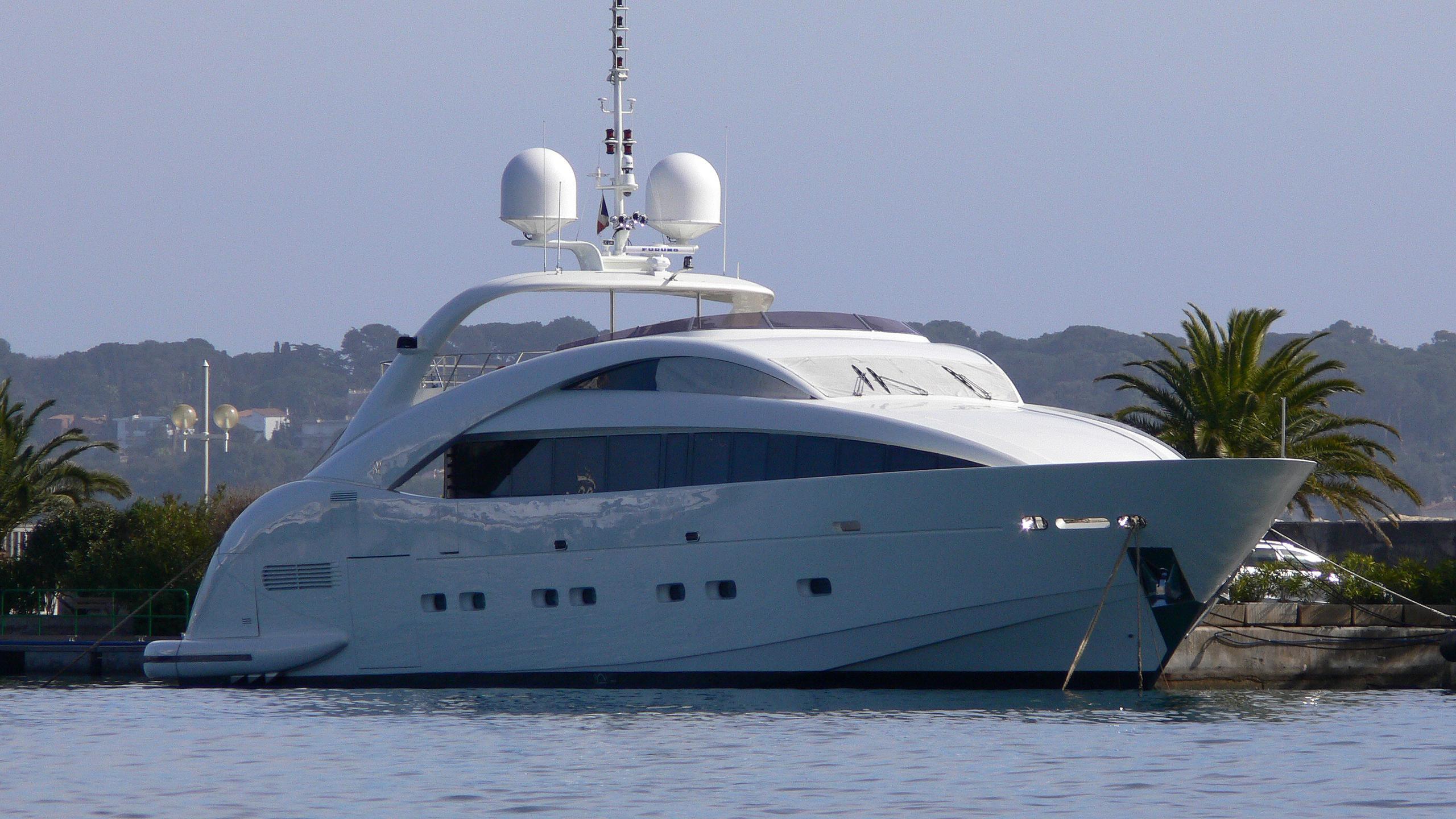 dolceaqua-yacht-exterior