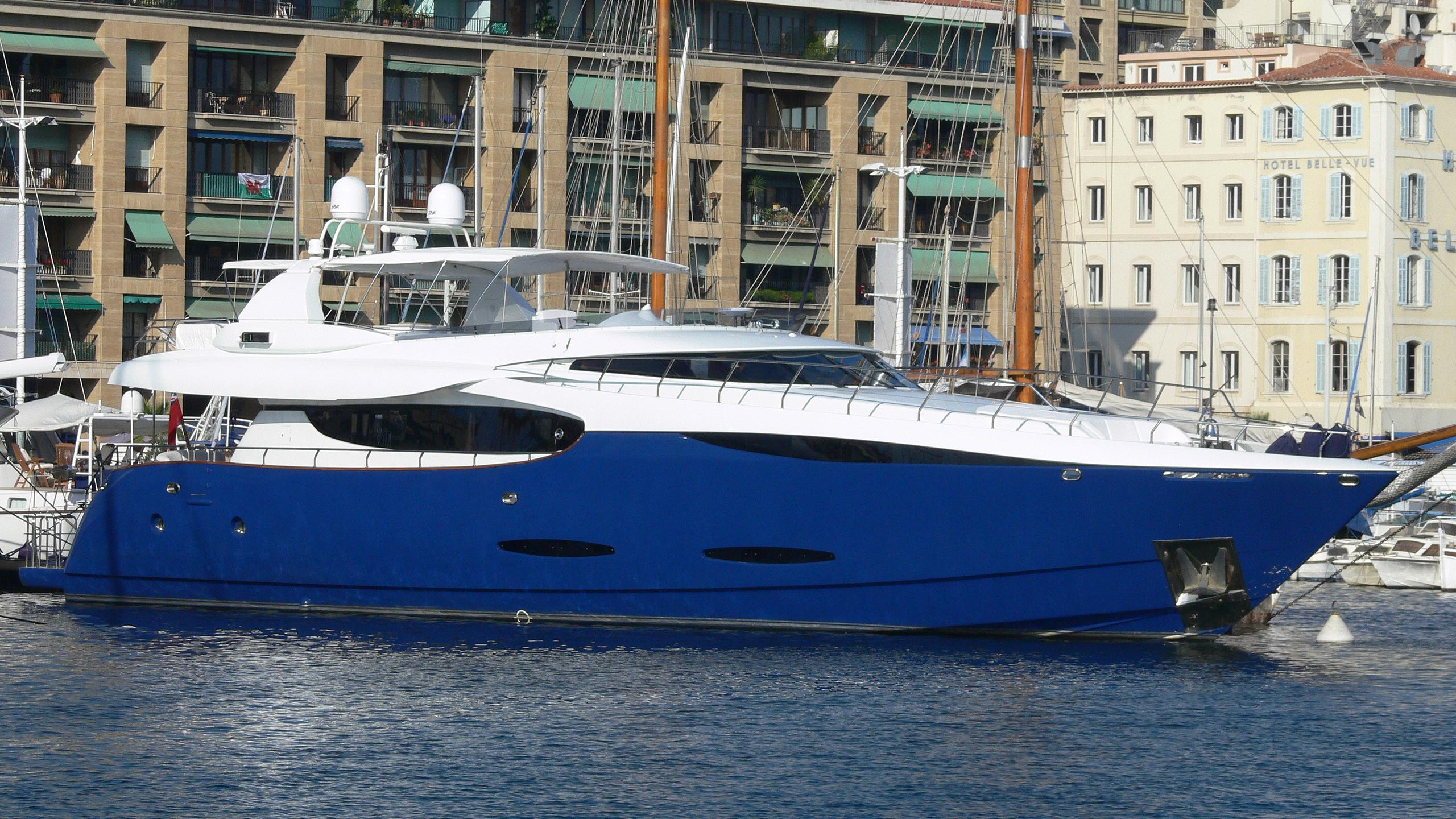 clarity-yacht-exterior