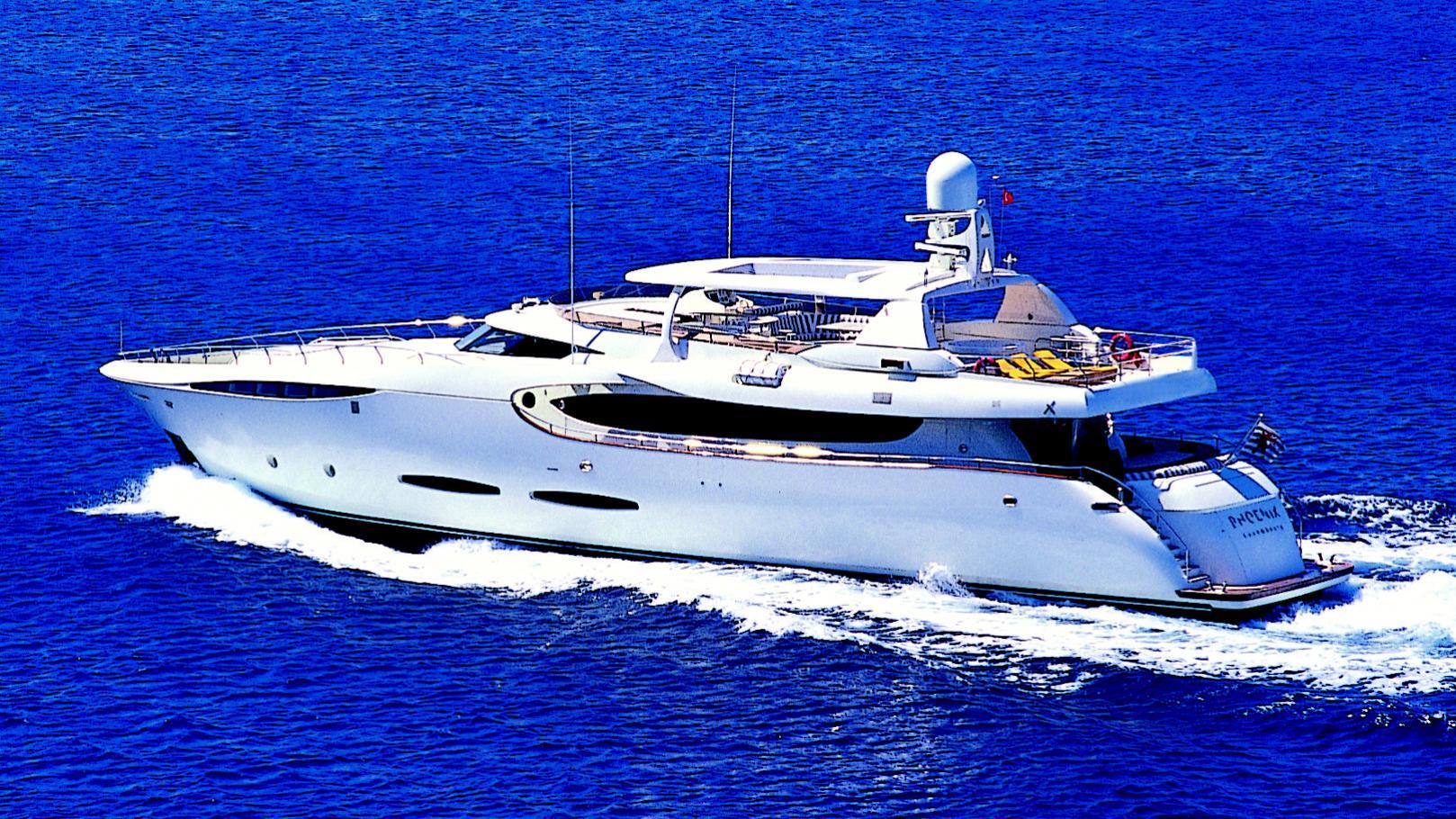 phoenix-yacht-cruising