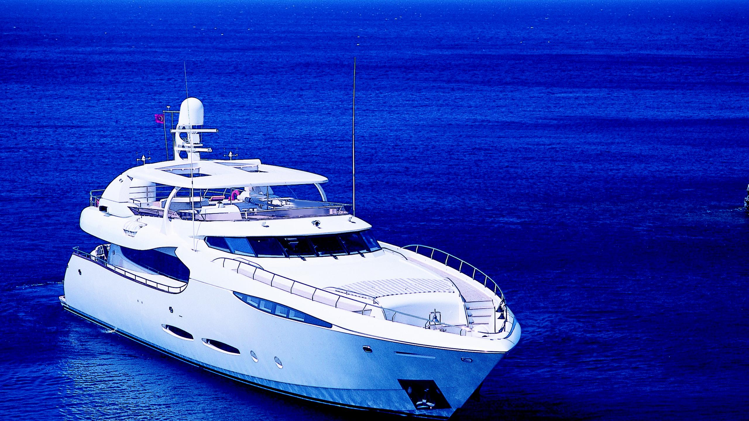 phoenix-yacht-bow