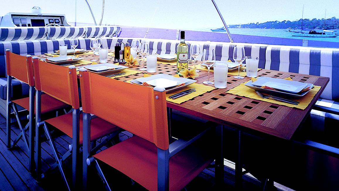 phoenix-yacht-dining