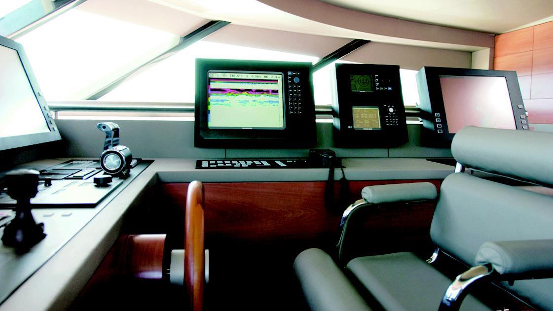 phoenix-yacht-helm