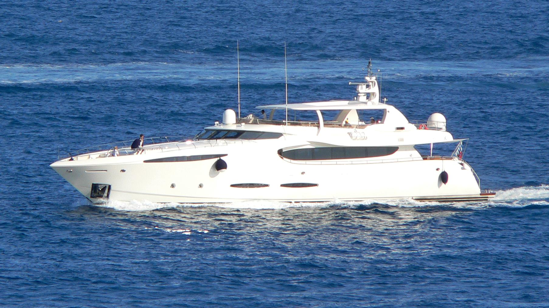 phoenix-yacht-exterior