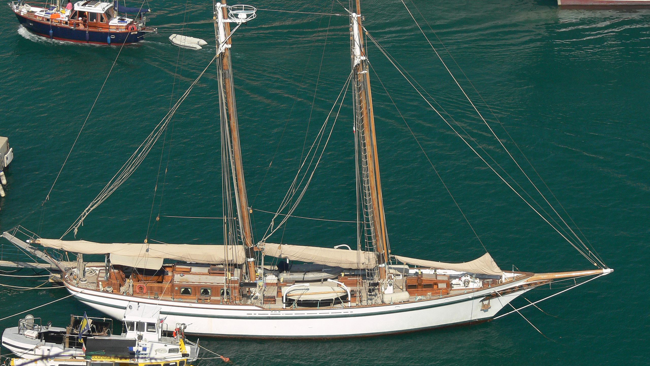 lady-thuraya-yacht-exterior