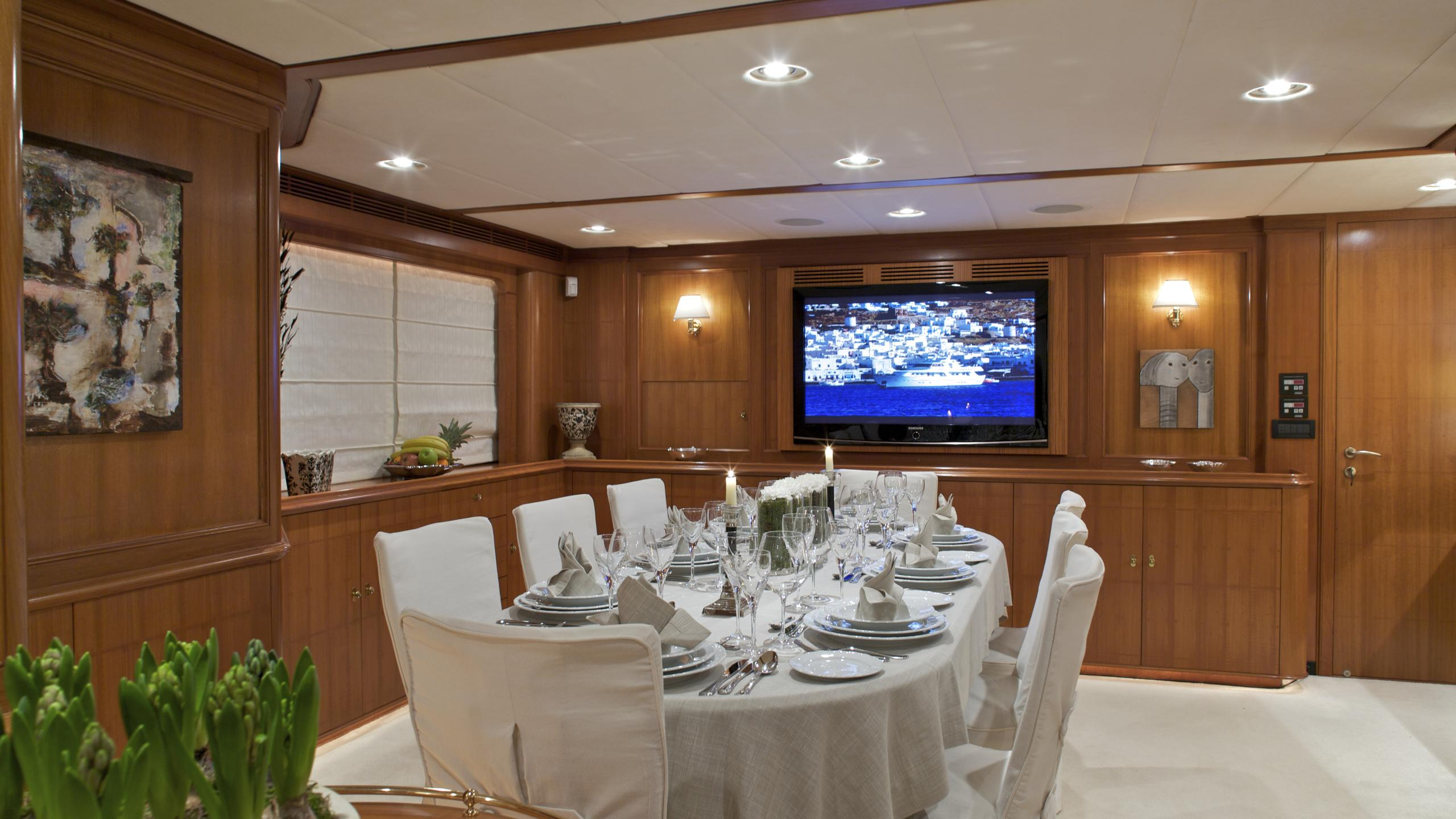 suncoco-yacht-formal-dining