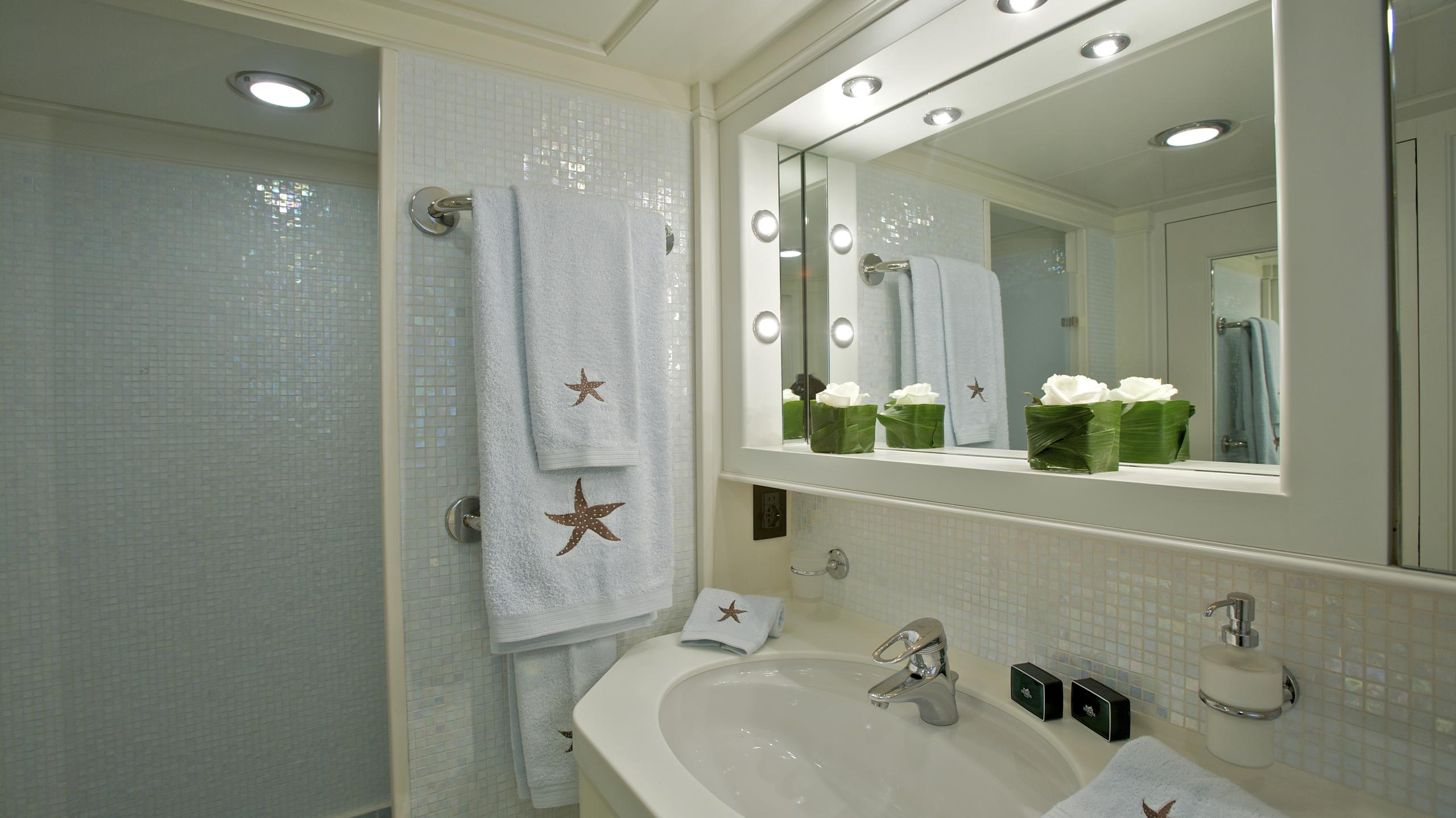 suncoco-yacht-bathroom