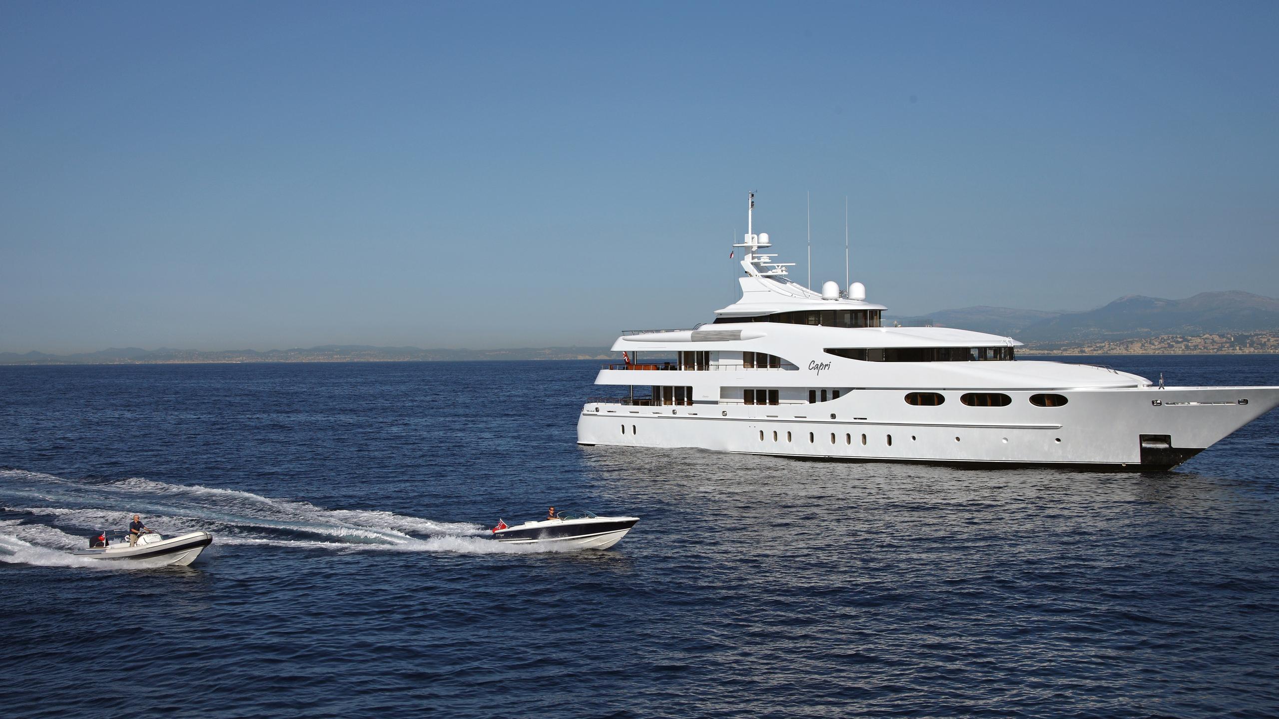 capri-yacht-running