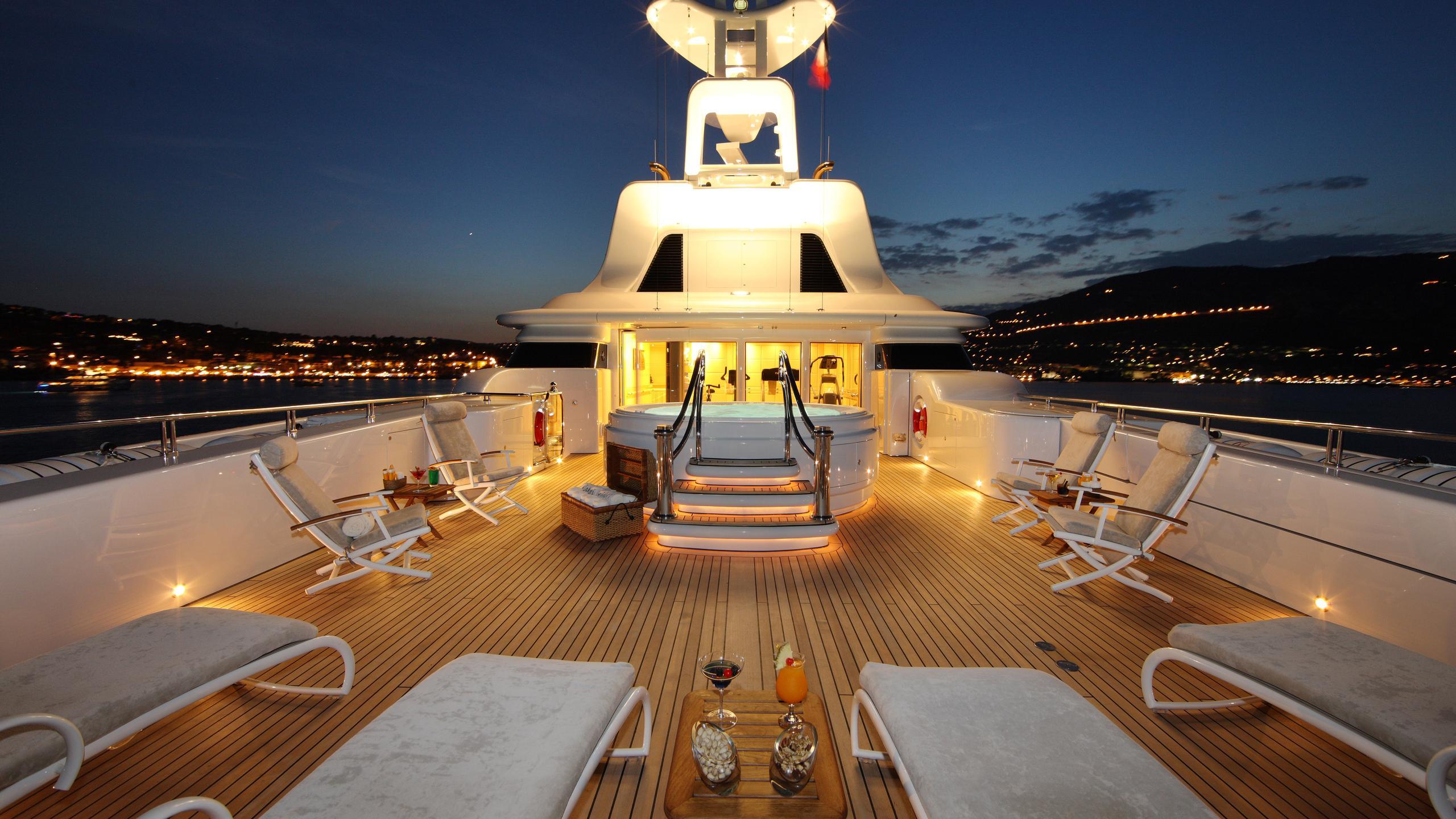 capri-yacht-fly-deck