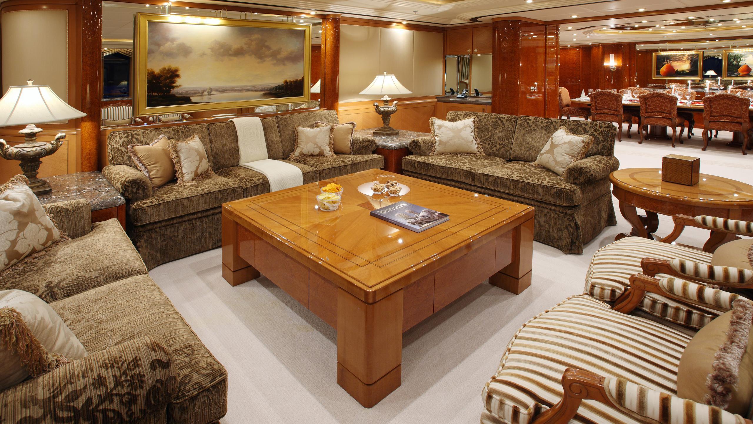 capri-yacht-saloon