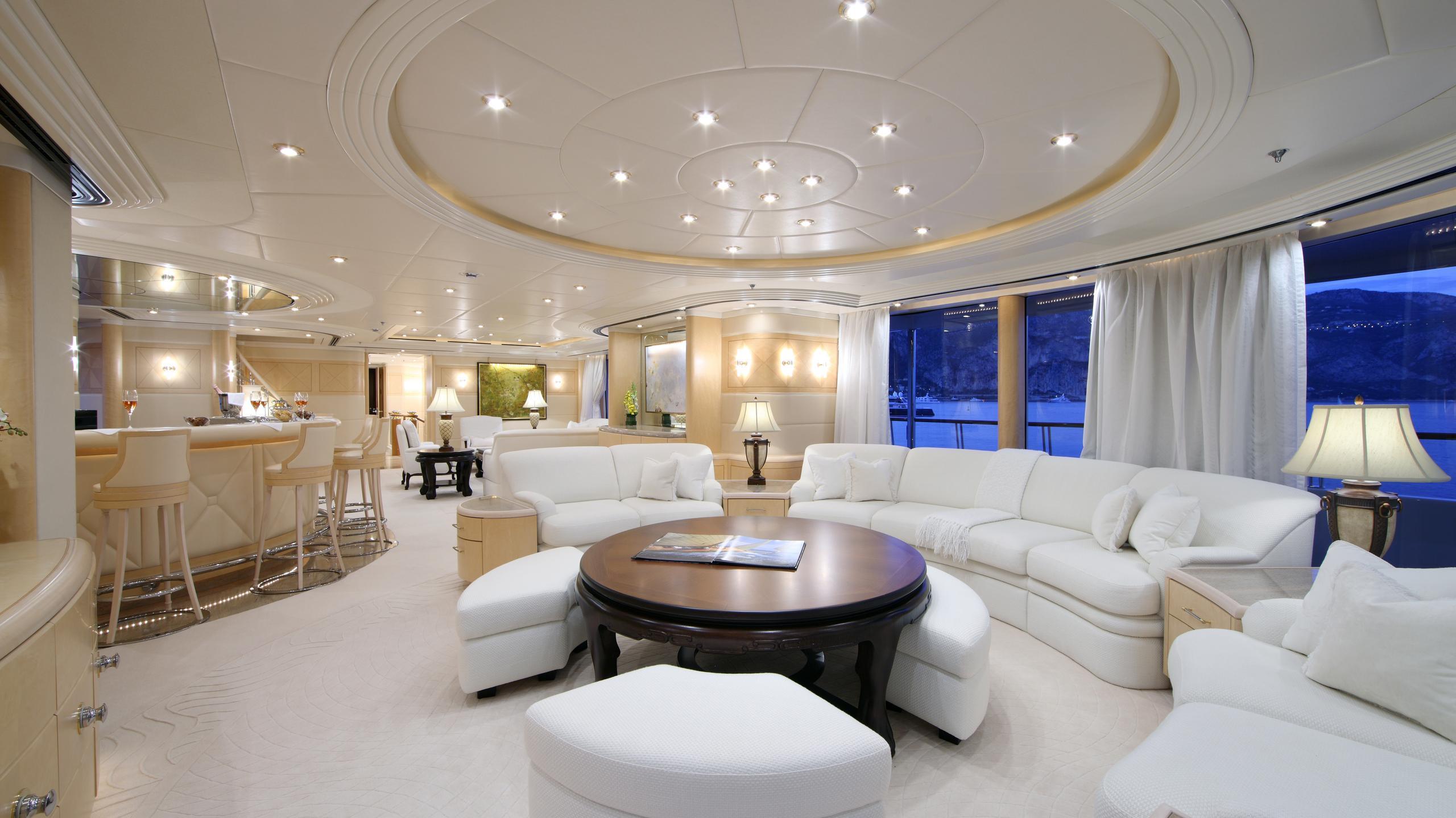capri-yacht-lounge