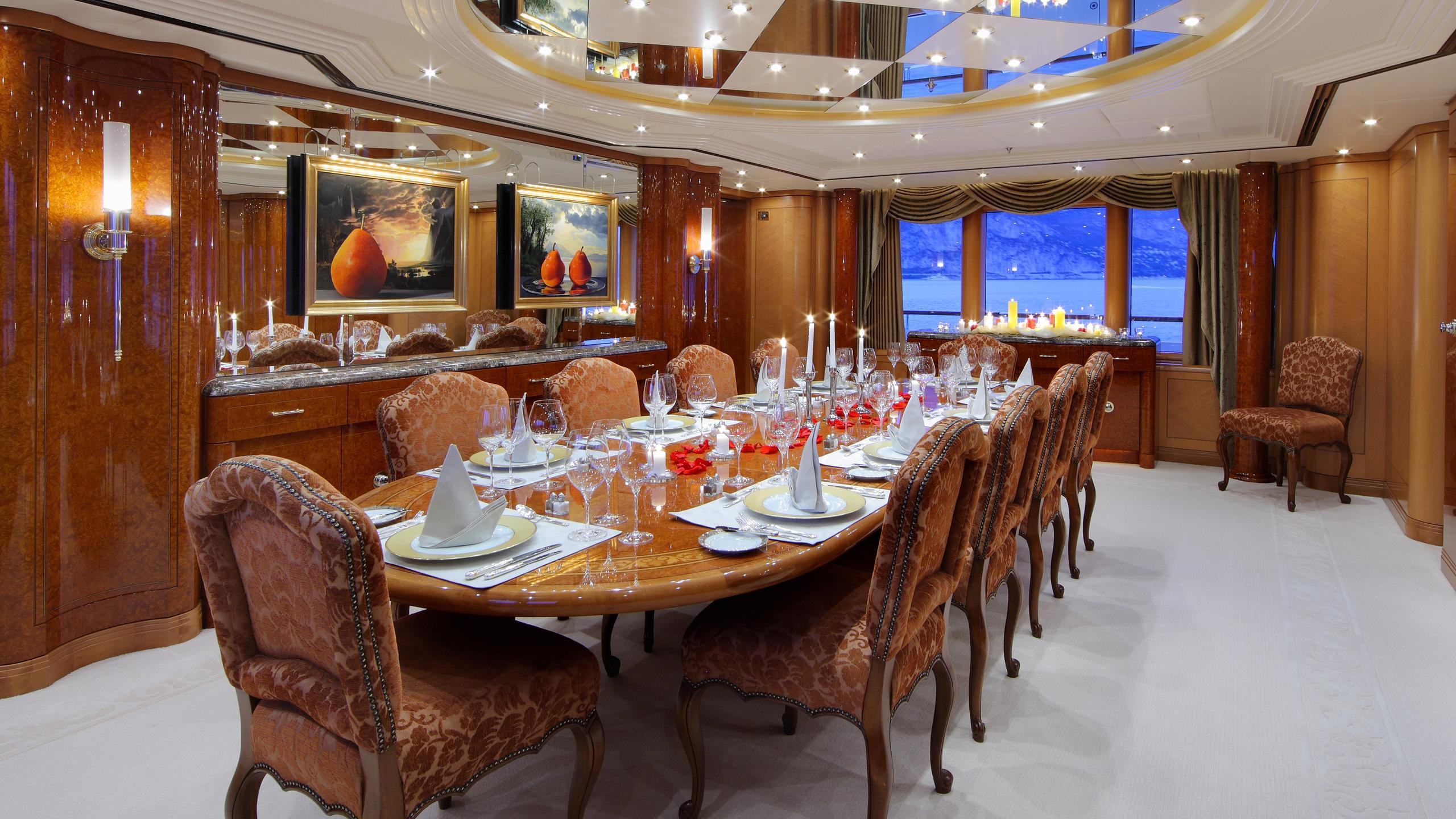 capri-yacht-formal-dining