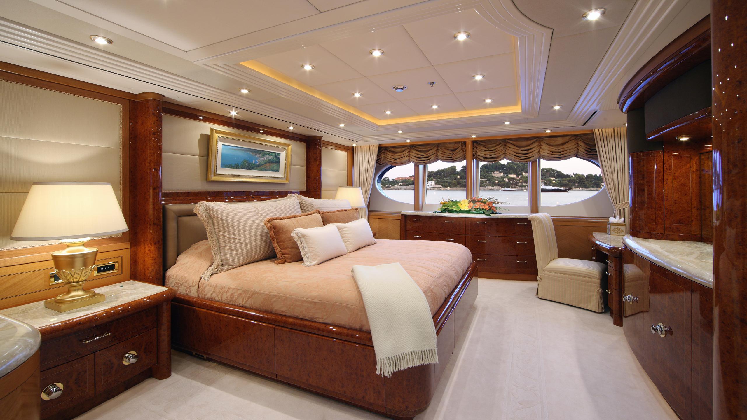 capri-yacht-master-cabin