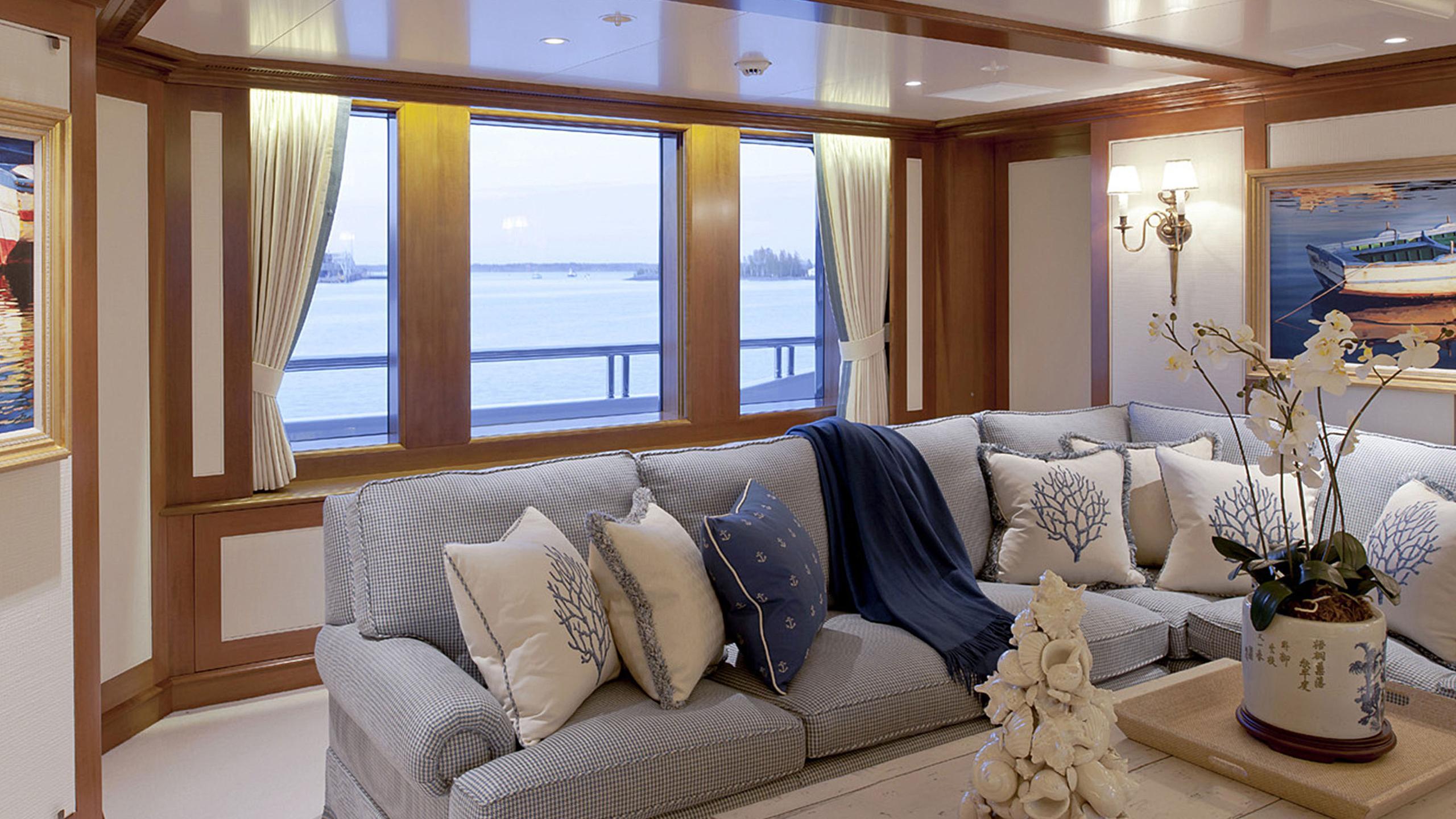 lady-kathryn-v-yacht-saloon