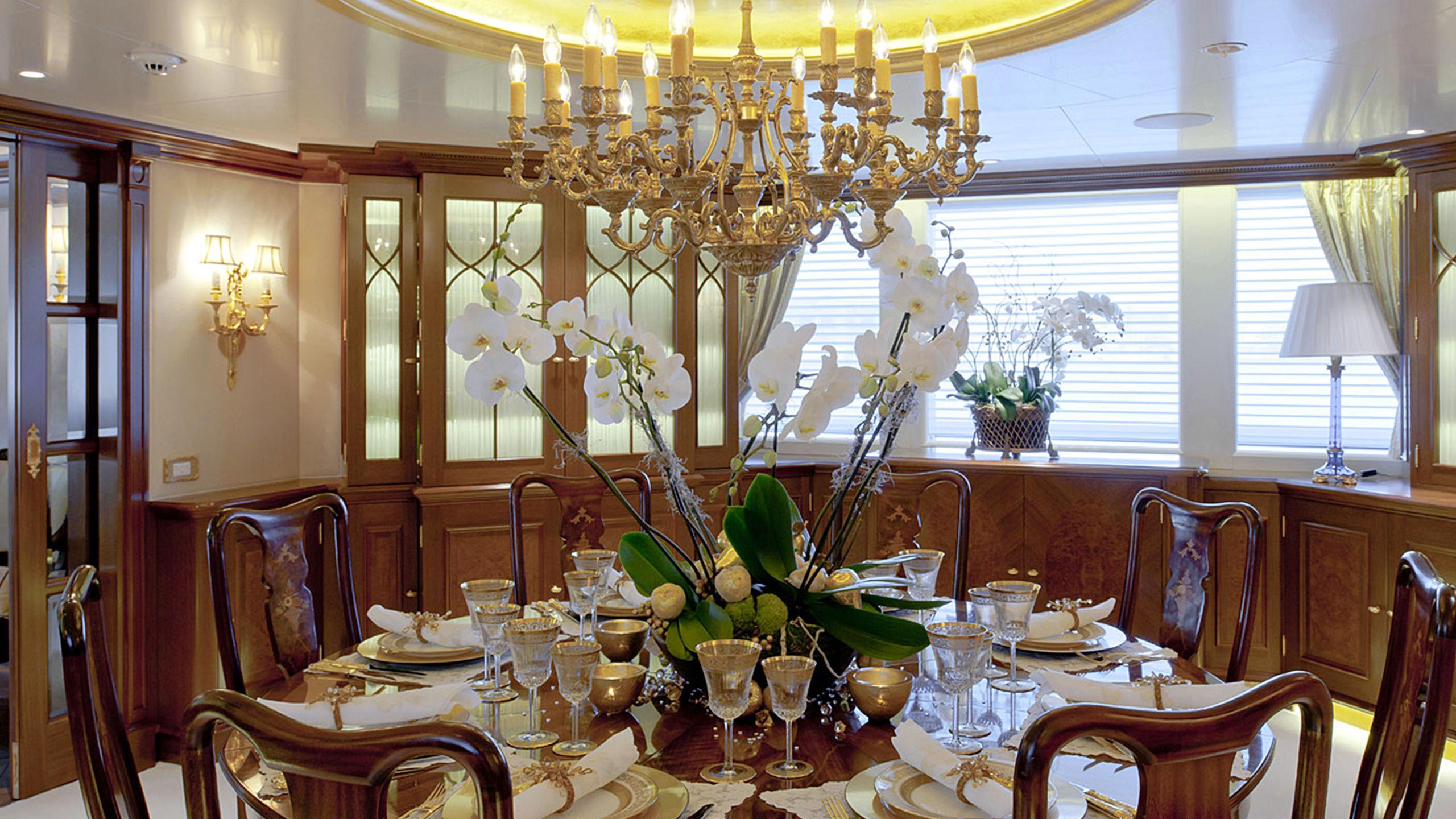 lady-kathryn-v-yacht-dining
