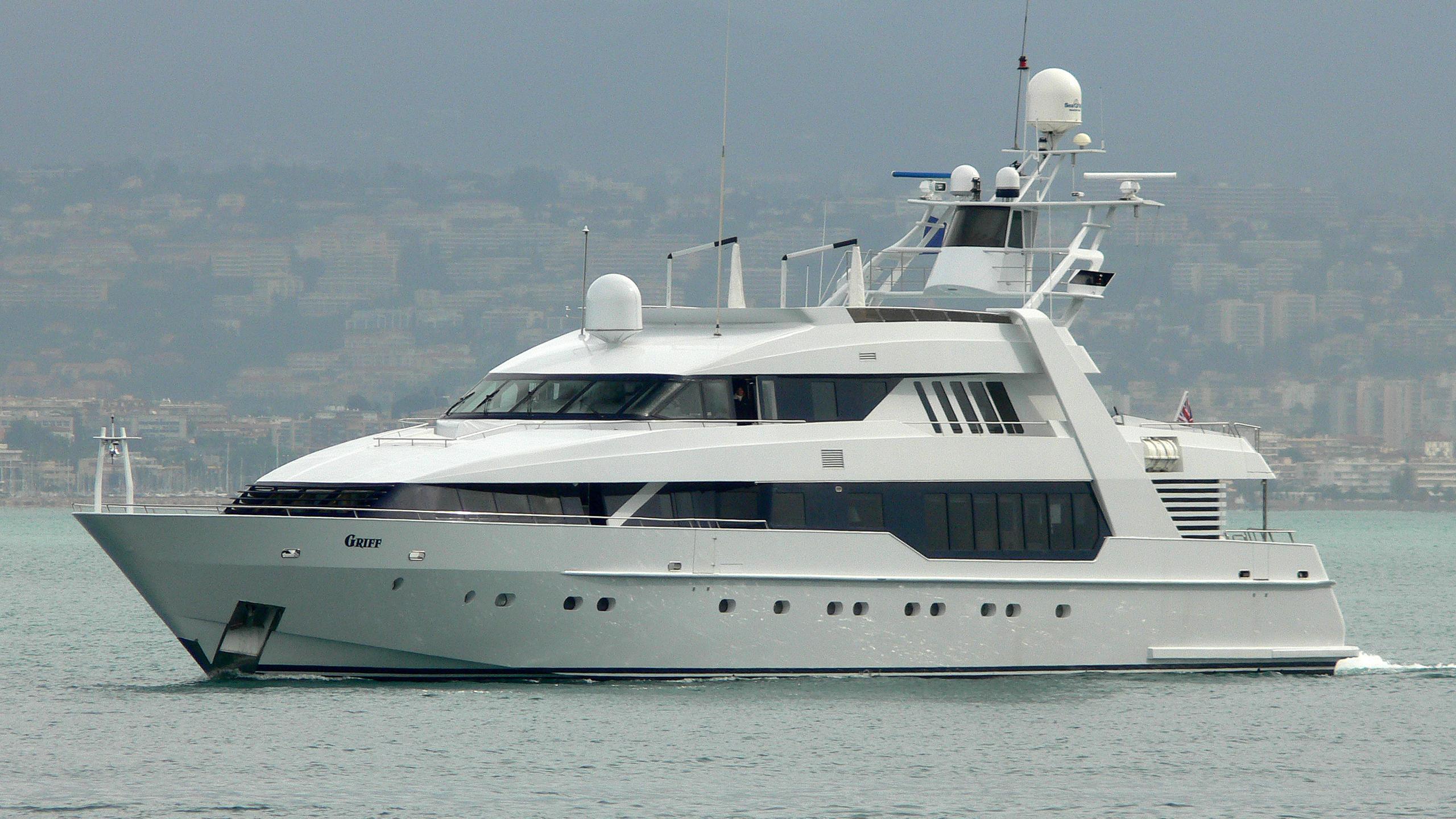o-leanna-yacht-exterior