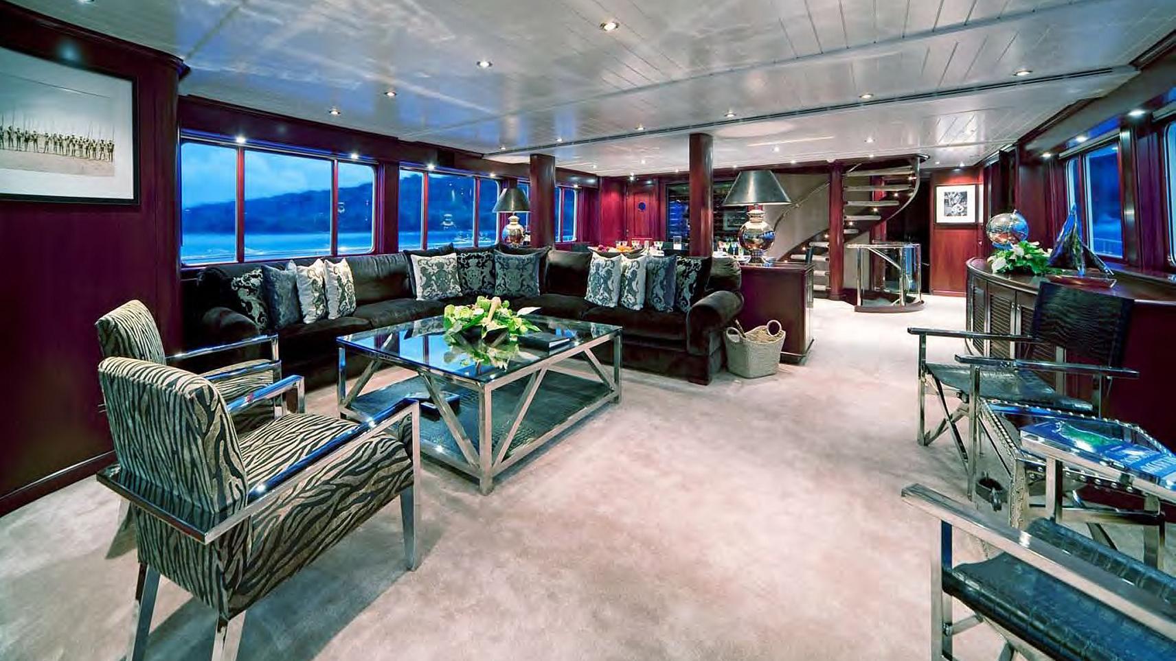koi-yacht-saloon