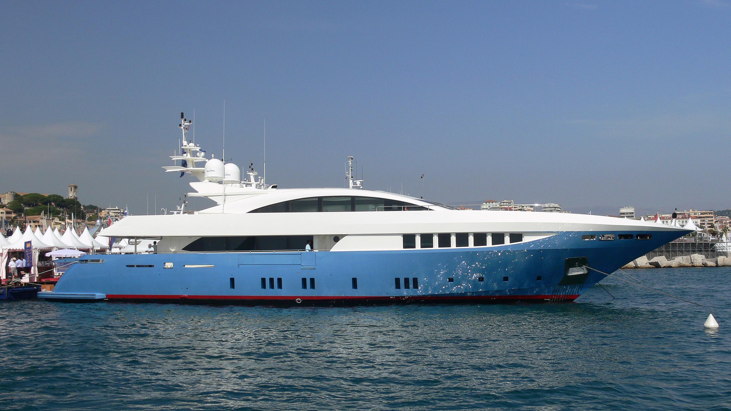 sierra-romeo-yacht-exterior