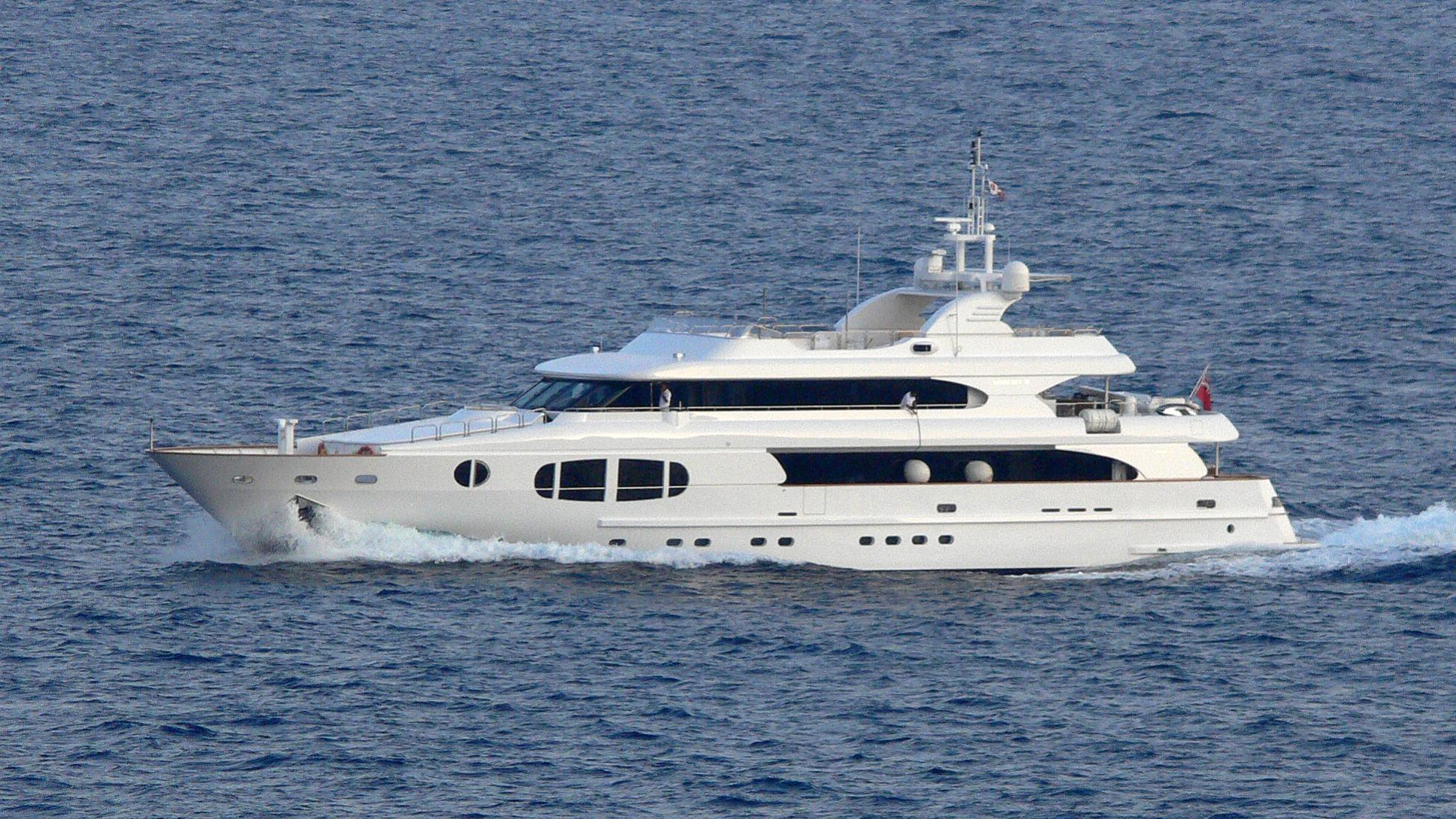 bina-yacht-exterior