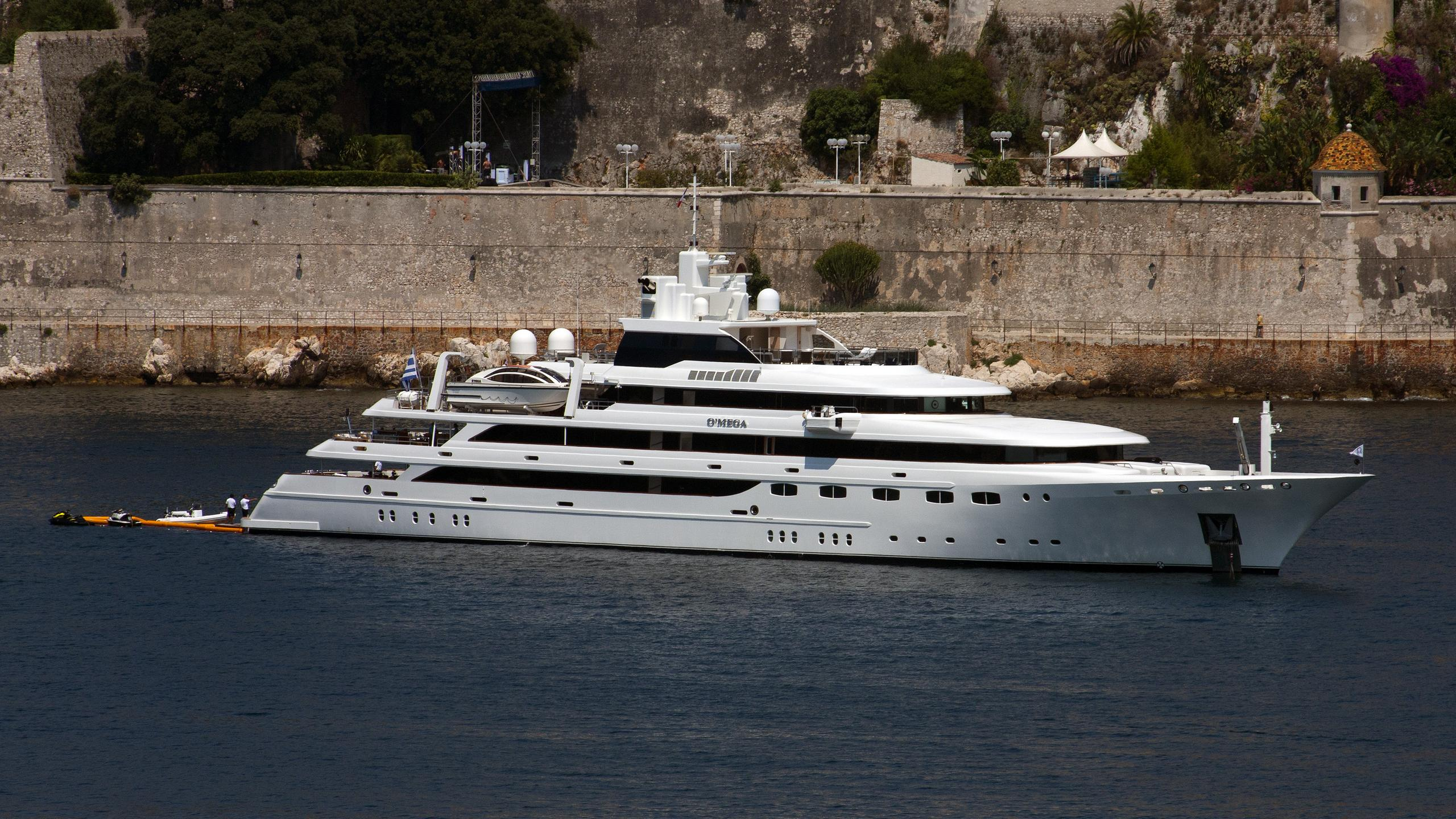 o-mega-yacht-exterior