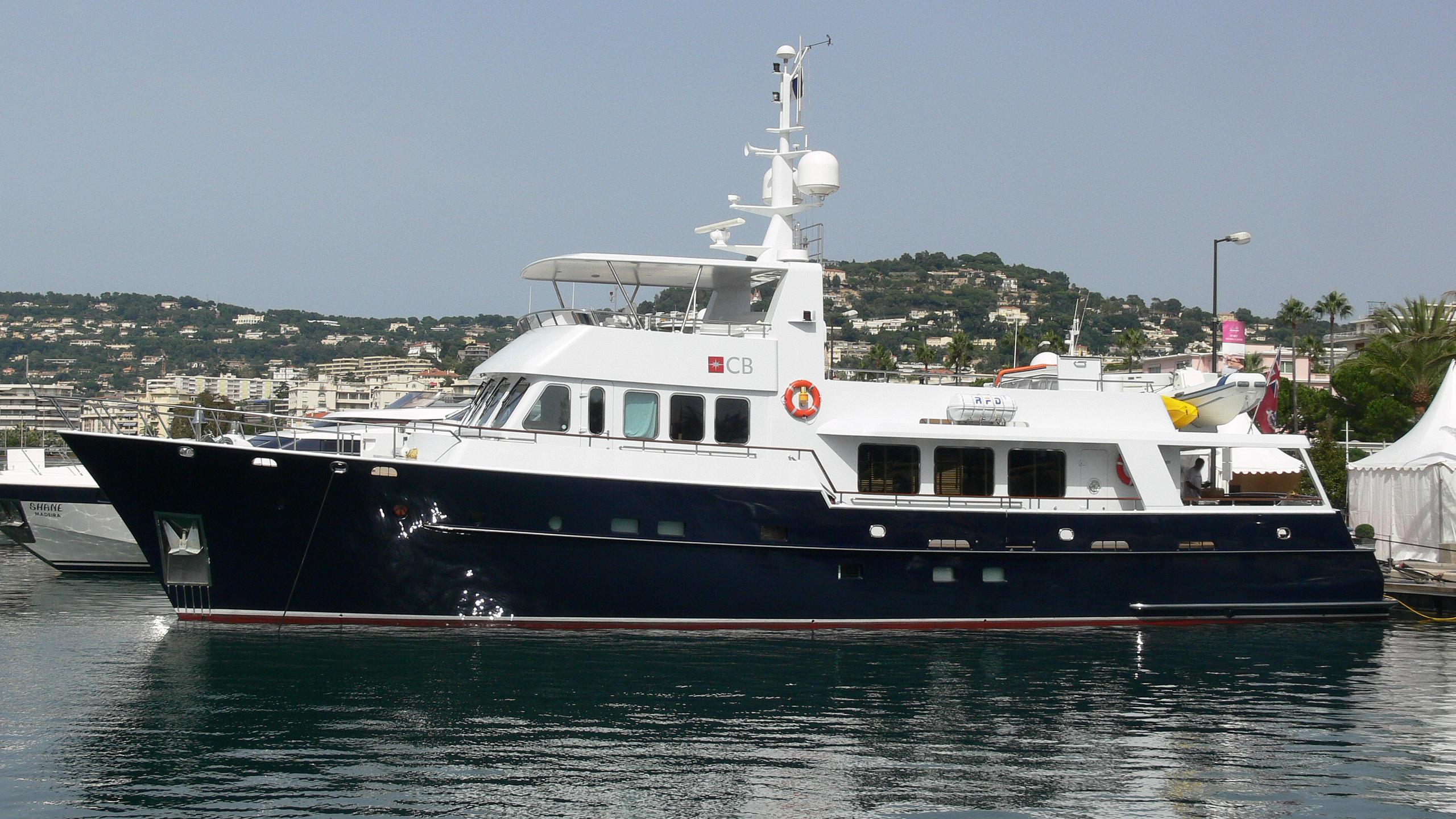 commercial-break-yacht-exterior