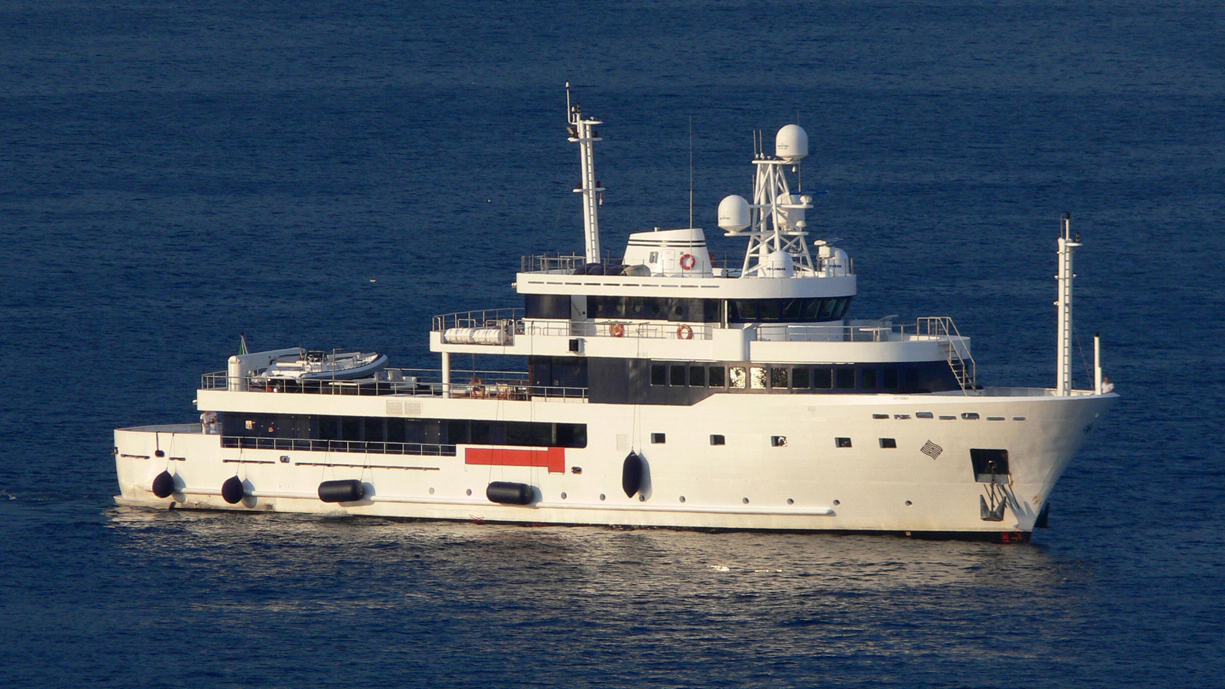 tribu-yacht-exterior
