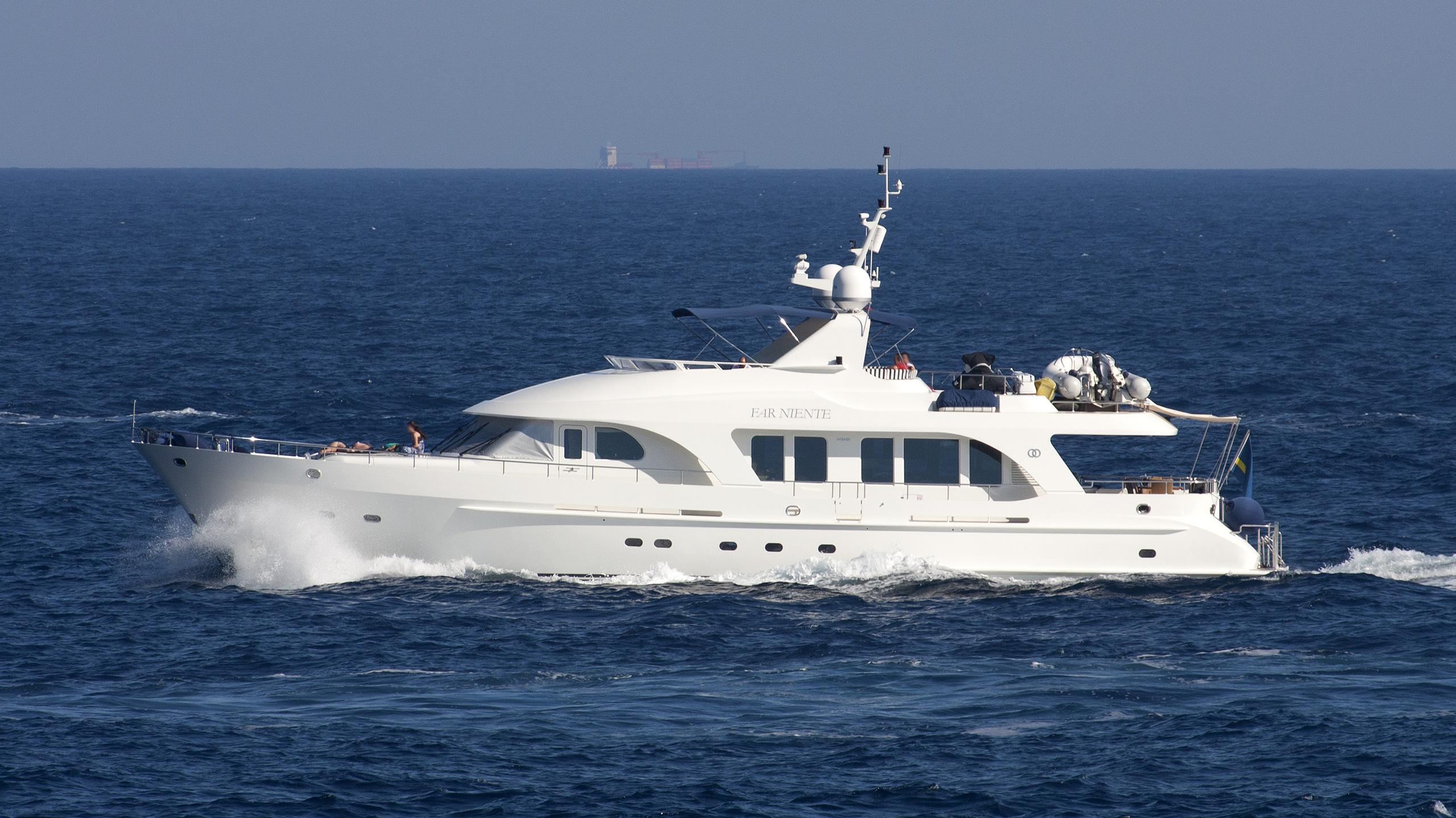 far-niente-yacht-exterior