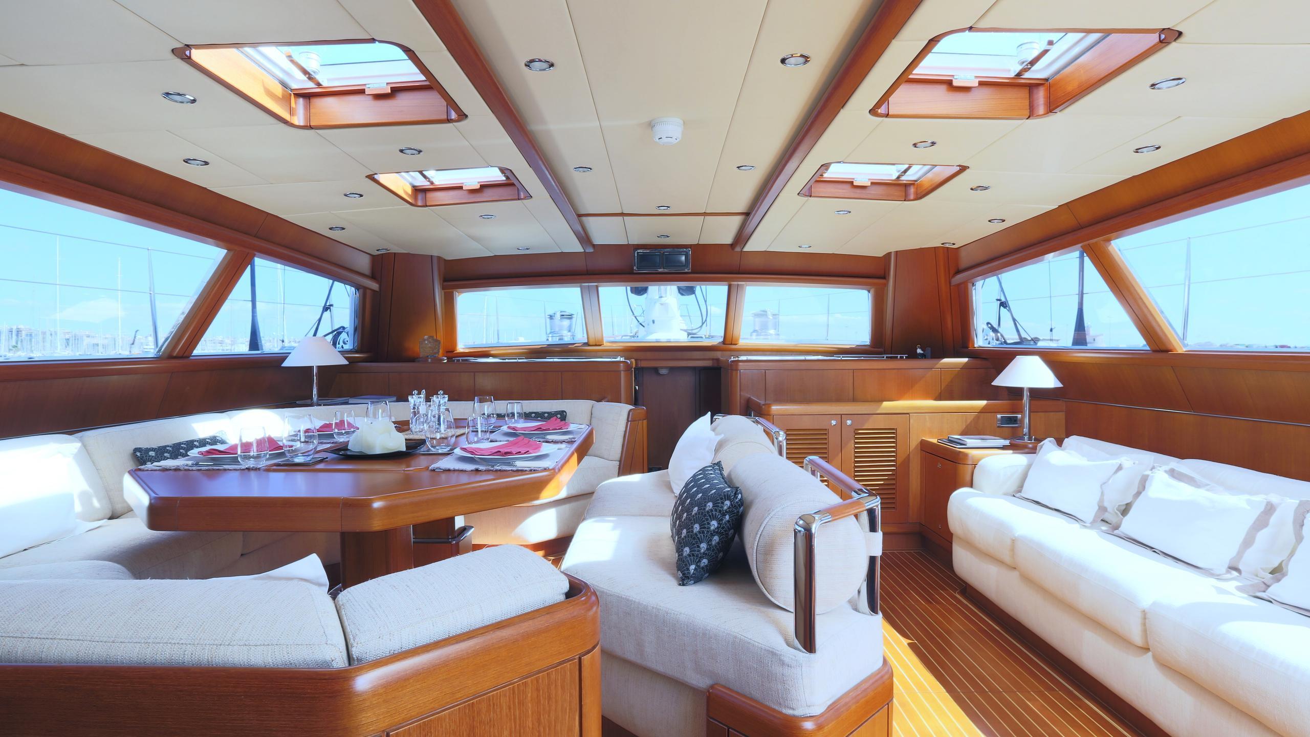 anemos-yacht-saloon