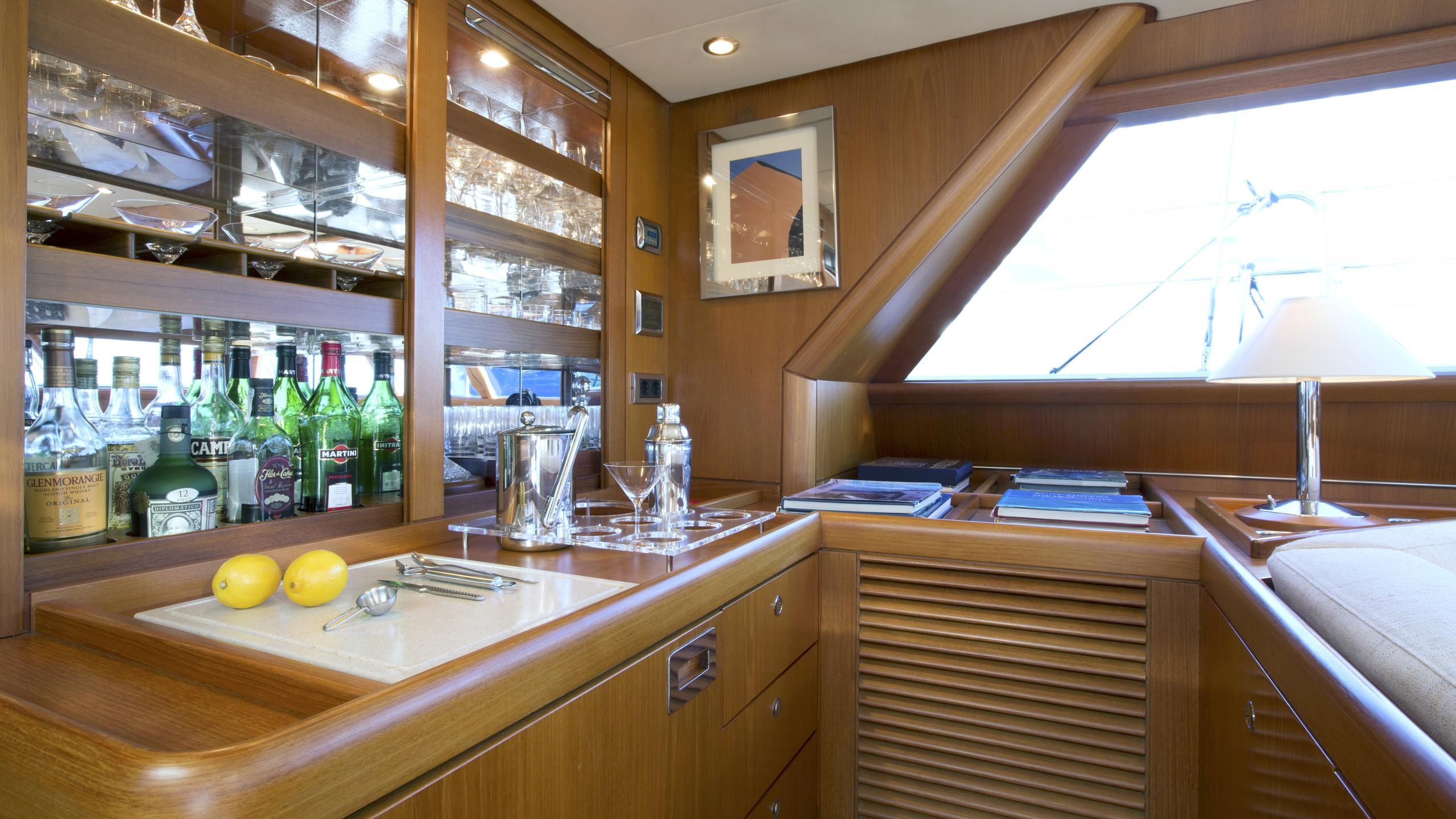 anemos-yacht-bar