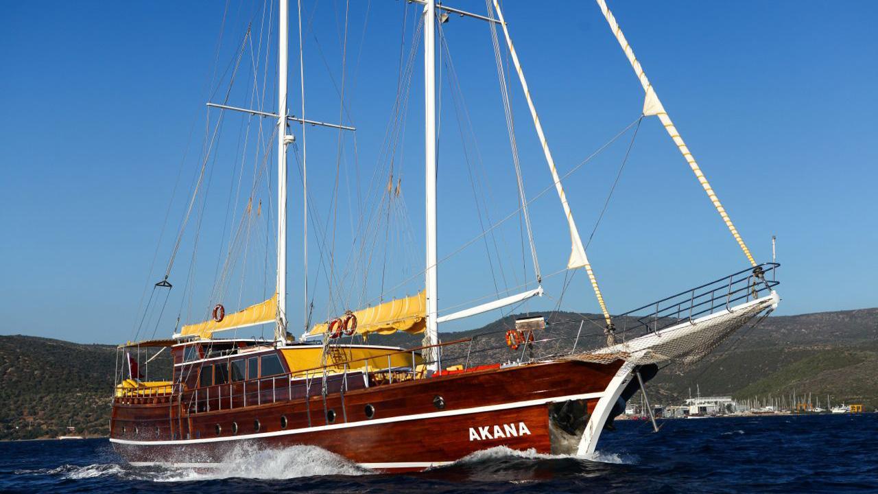akana-yacht-cruising