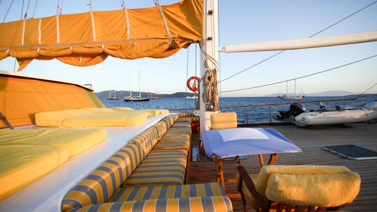 akana-yacht-sun-lounger
