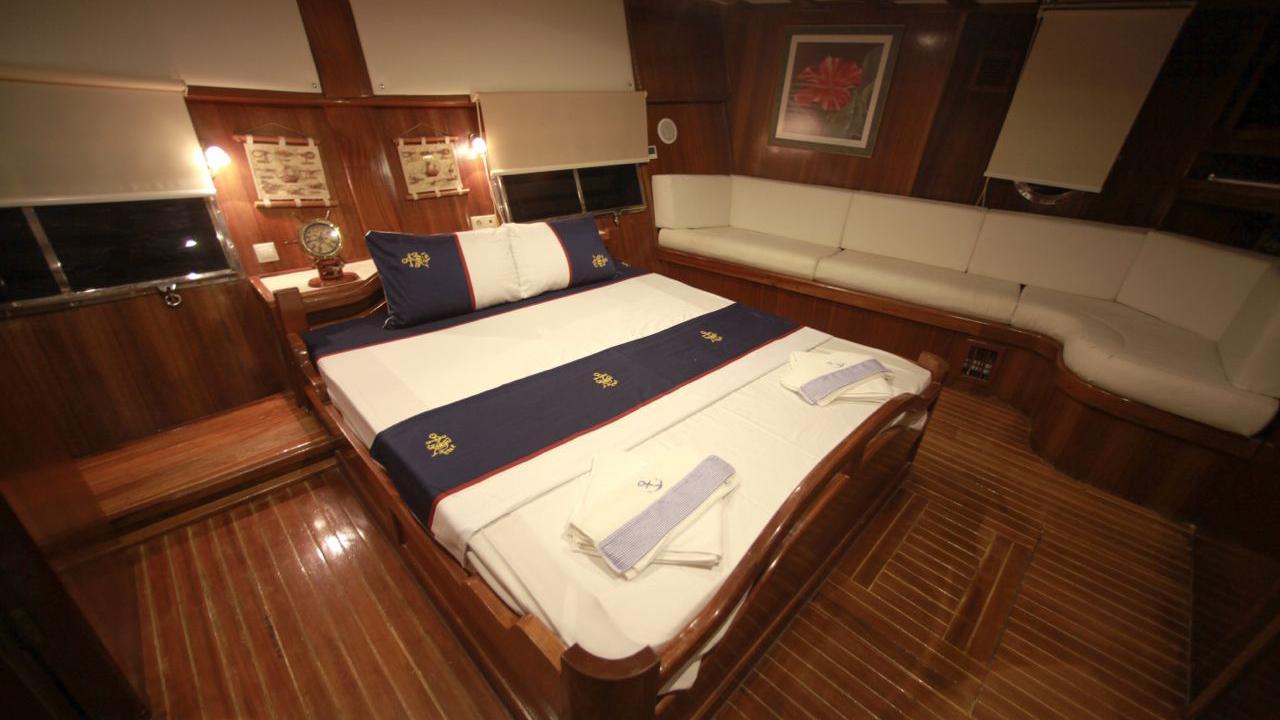 akana-yacht-master-cabin