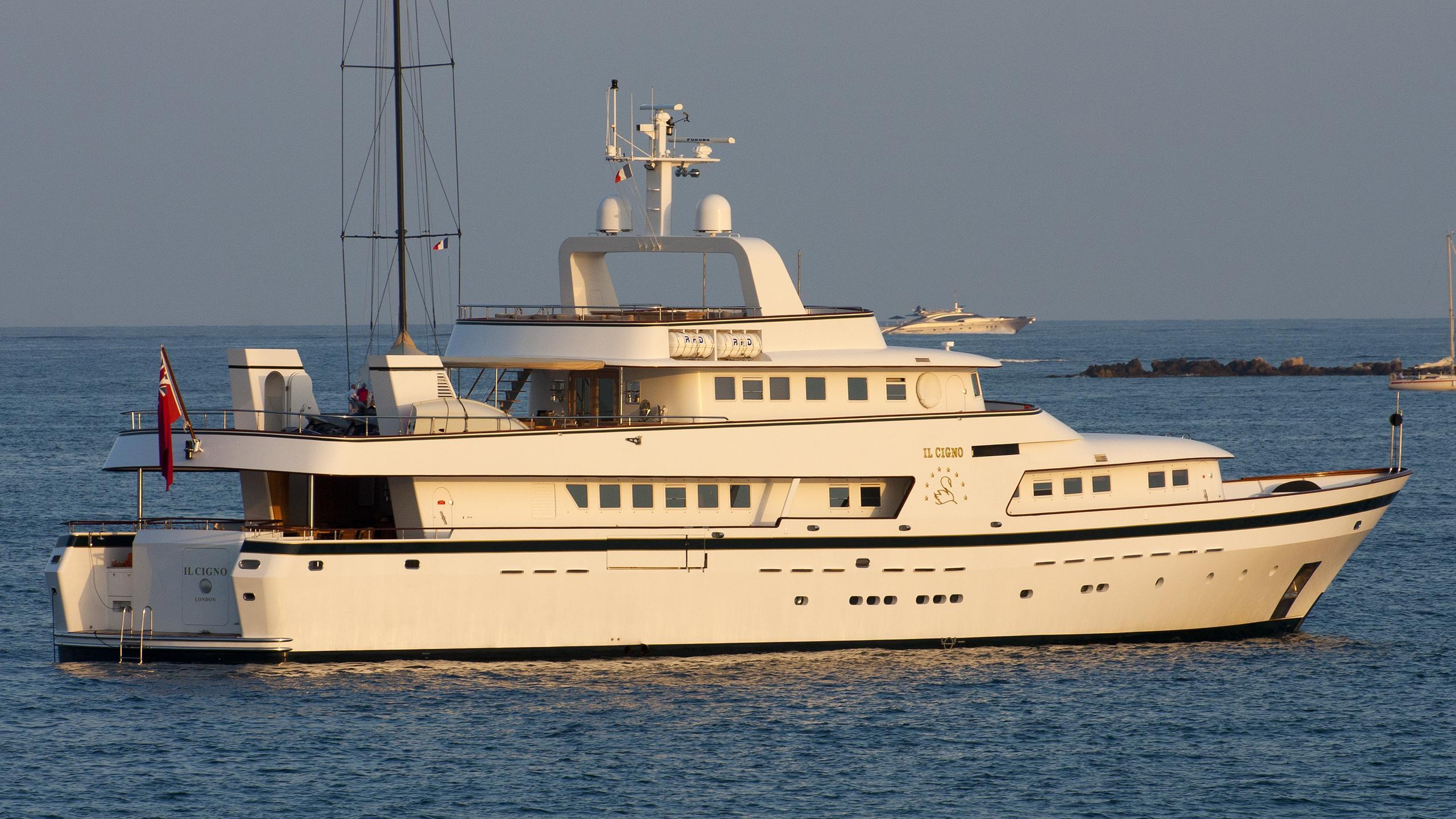 il-cigno-yacht-exterior