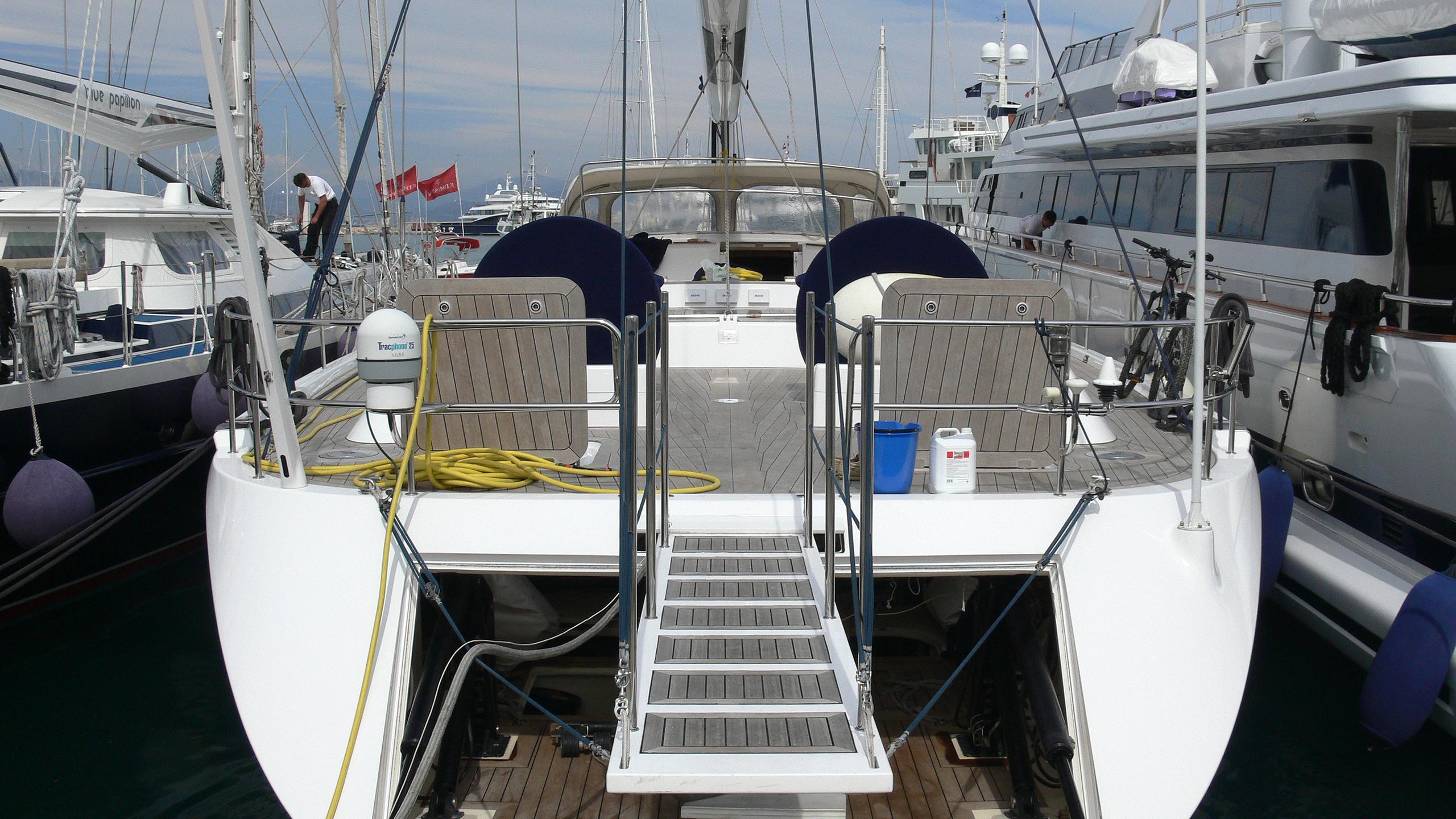 gibian-sailing-yacht-wally-100-2000-30m-stern