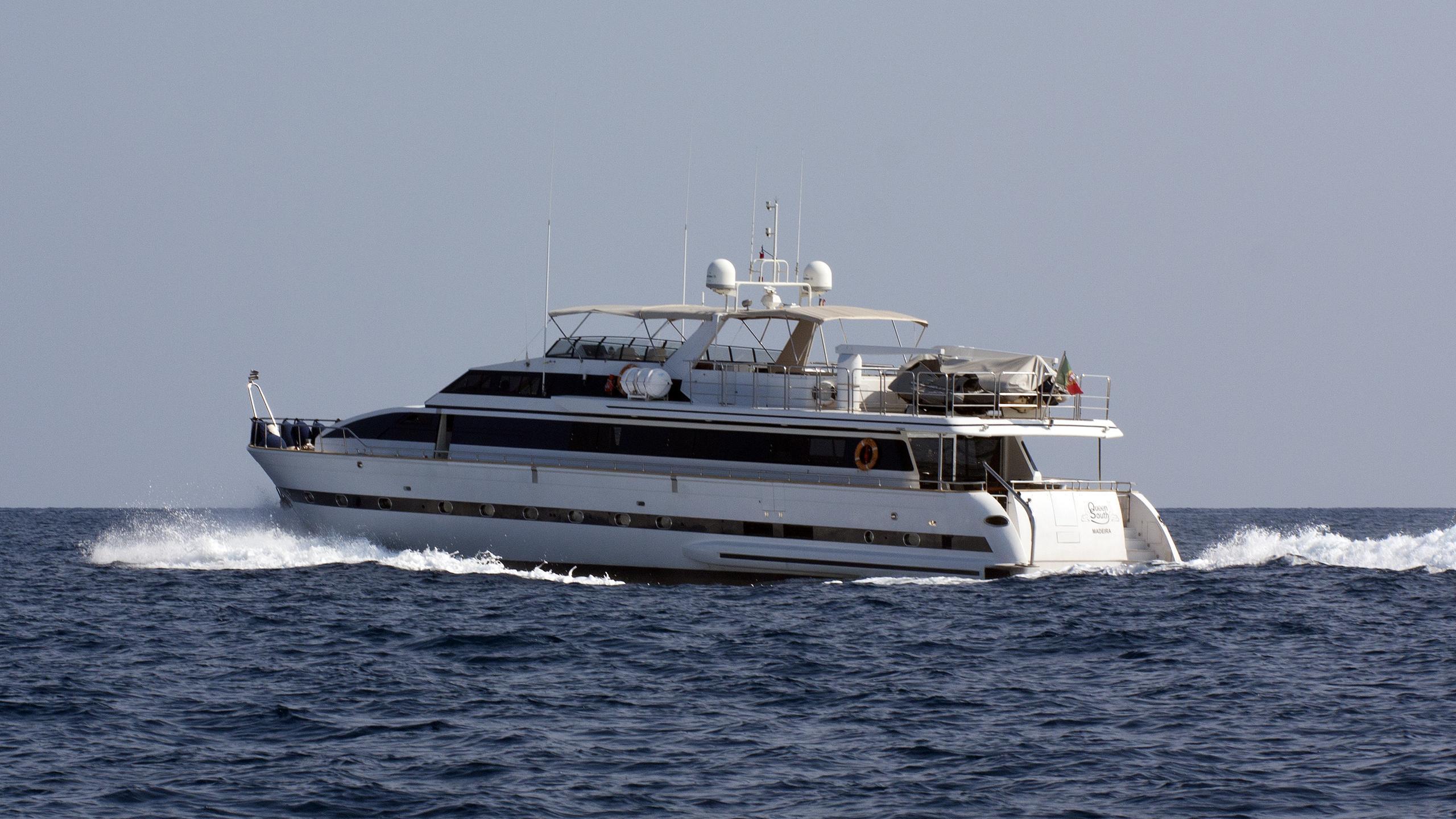 queen-south-yacht-exterior