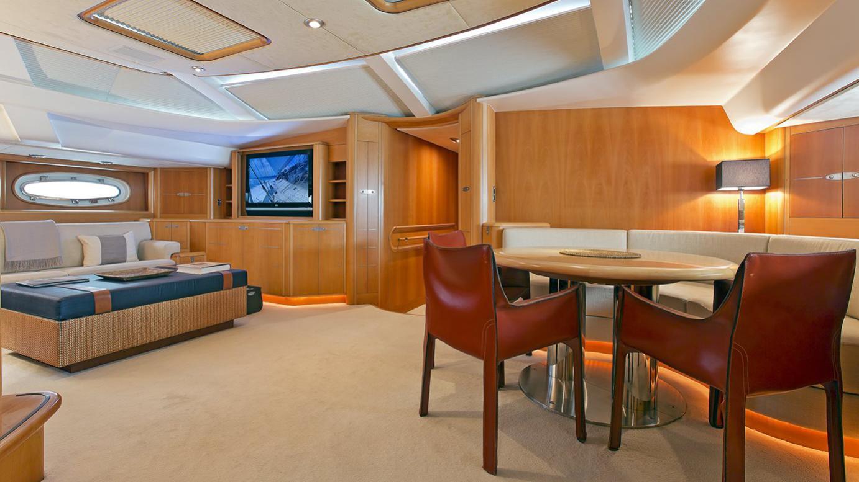 havana-yacht--dining