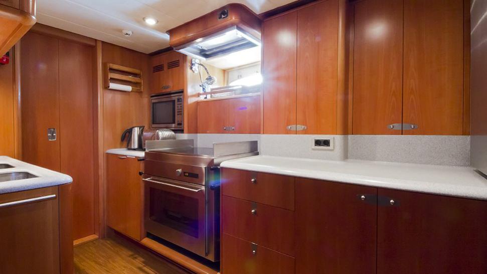 havana-yacht-galley
